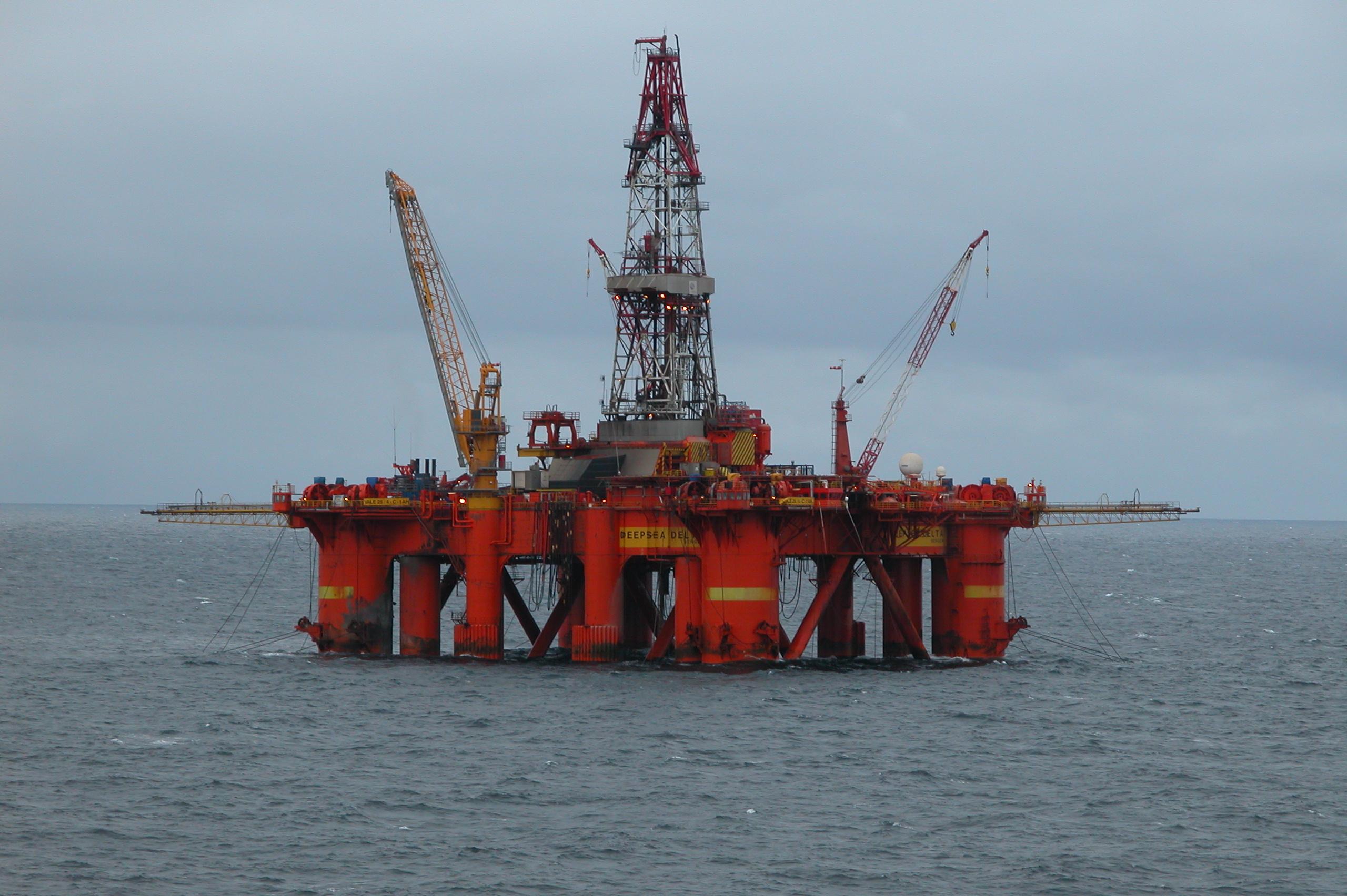 20060418140046%21Oil_platform_in_the_North_Sea.jpg