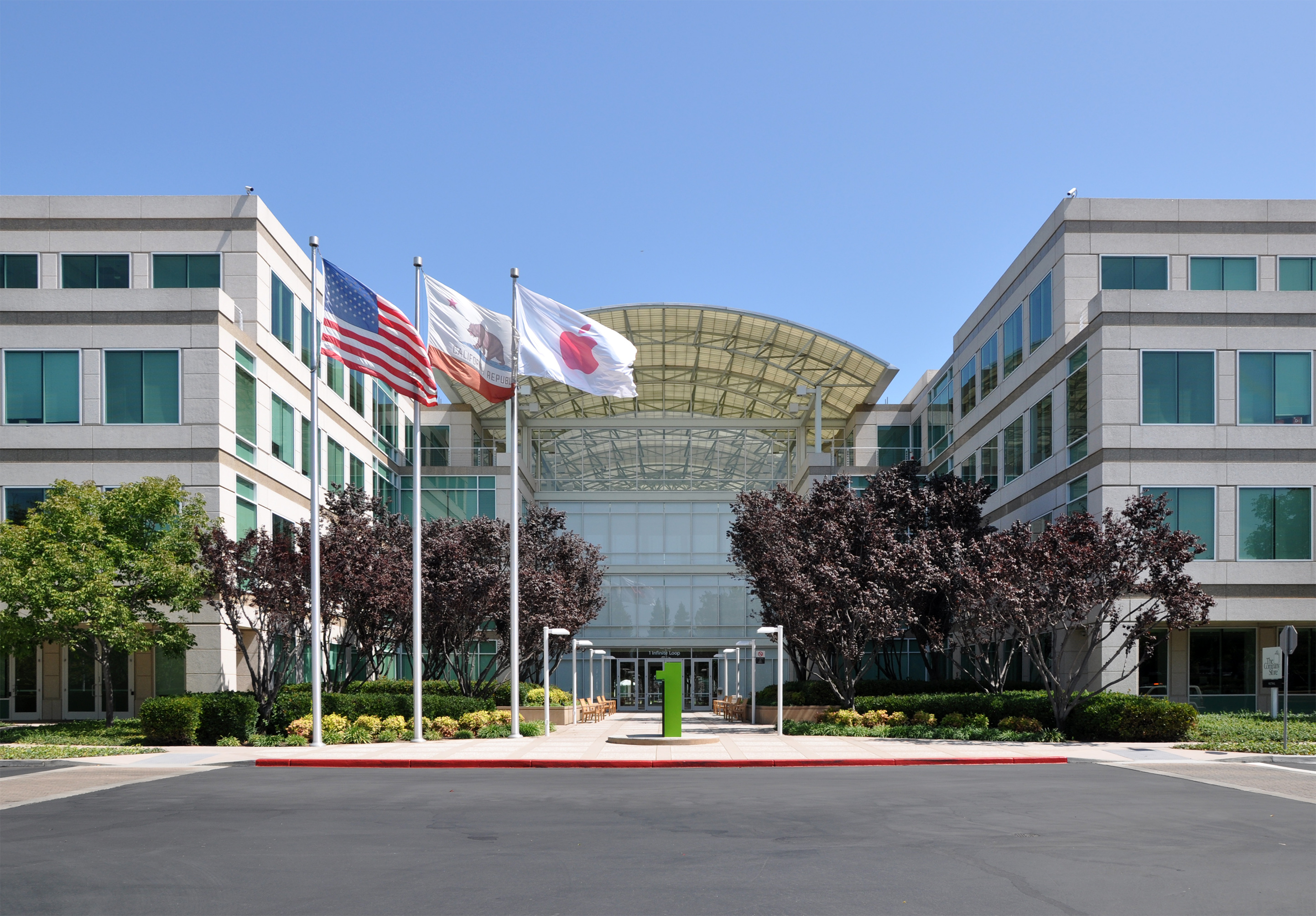 Apple Headquarters - Joe Ravi [CC BY-SA 3.0 (http://creativecommons.org/licenses/by-sa/3.0)], via Wikimedia Commons