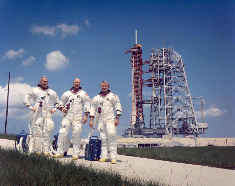 """только табуретка чуть больше, экипаж последнего """"Аполлона"""", 39-ая площадка"""