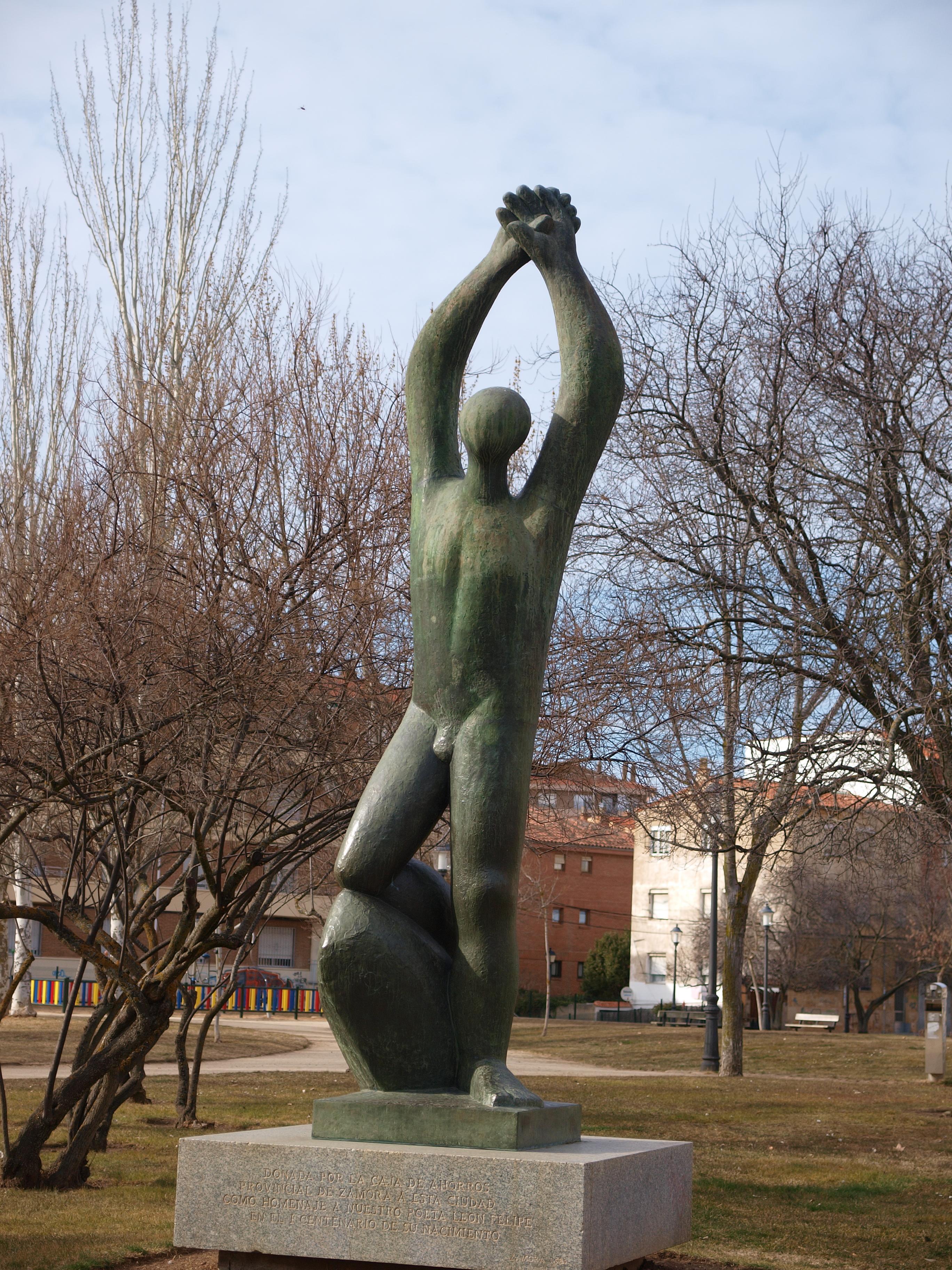 Homenaje en el centenario de su nacimiento (Zamora, España, 1984); escultura de Baltasar Lobo.