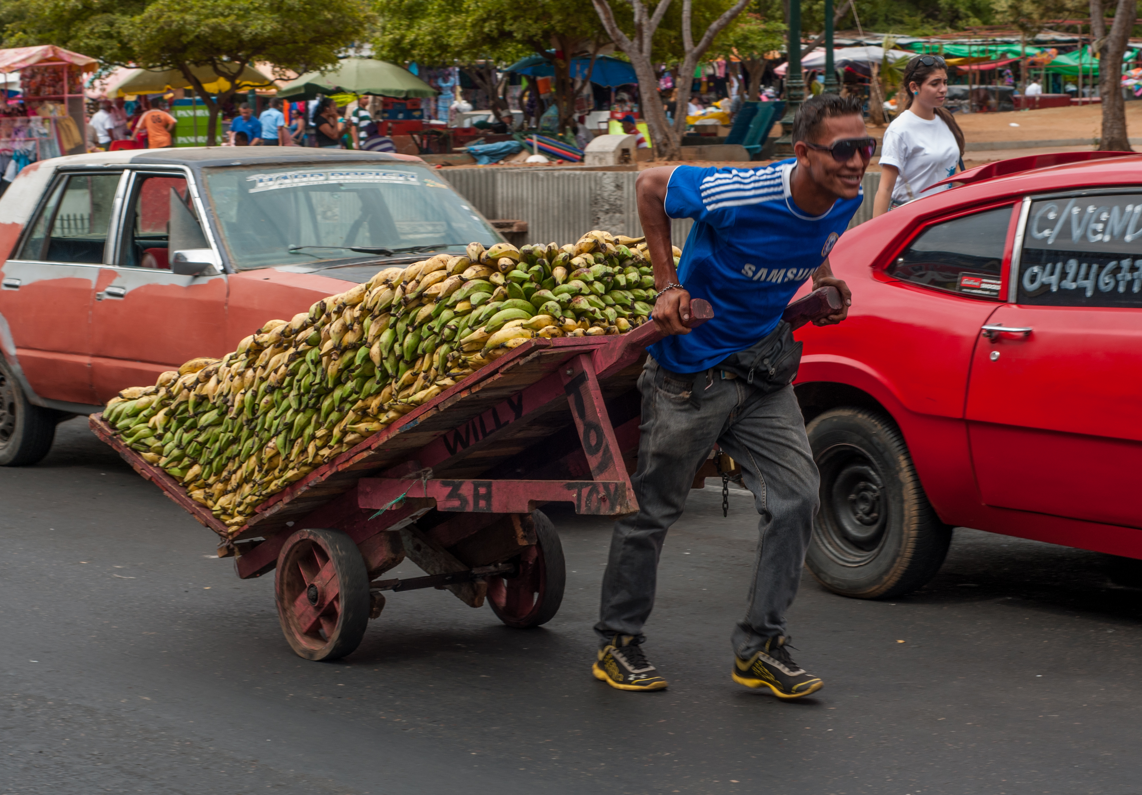 file banana vendor carrying their products jpg wikimedia commons