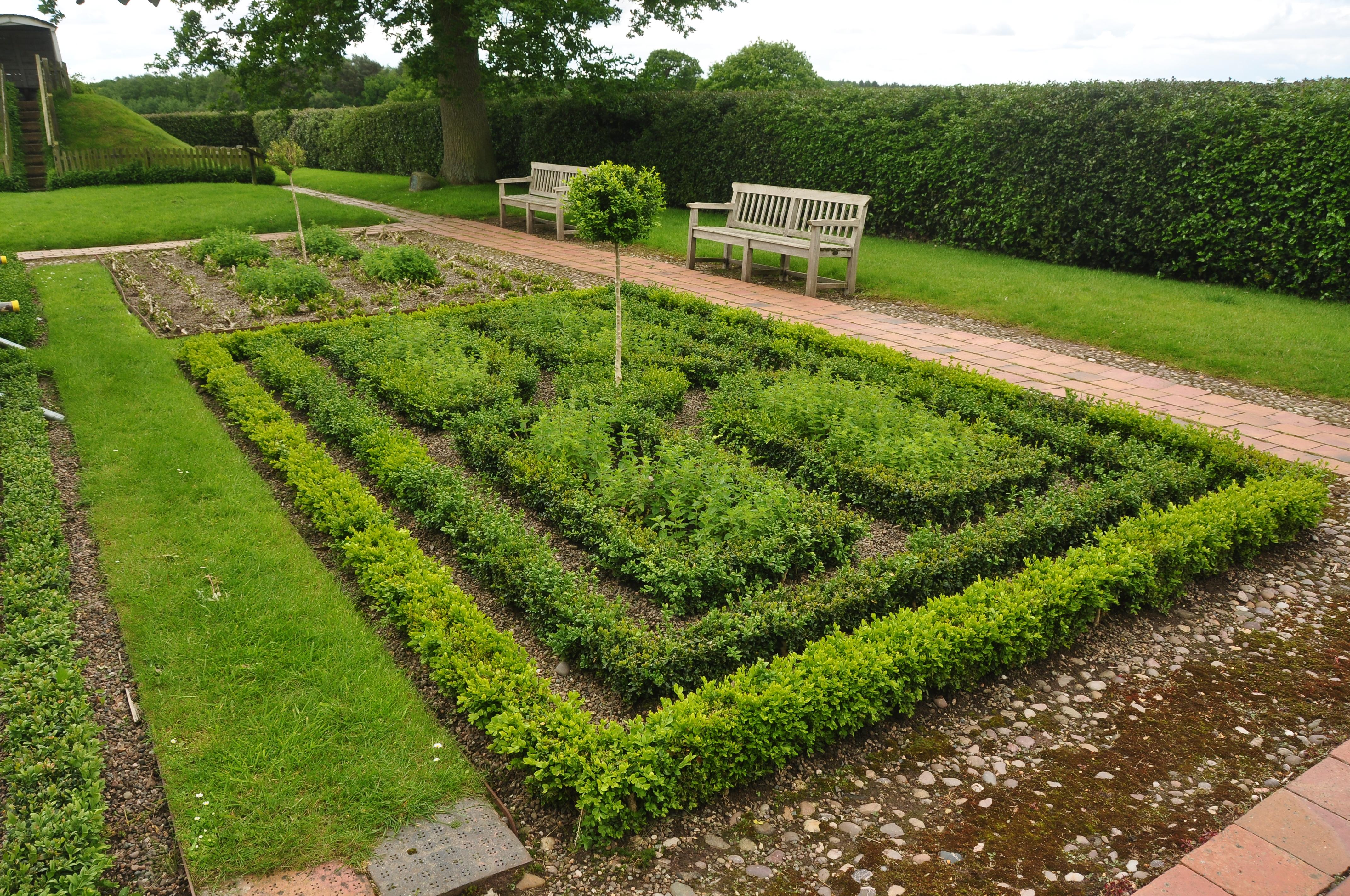 File:Boscobel House gardens (5221).jpg - Wikimedia Commons