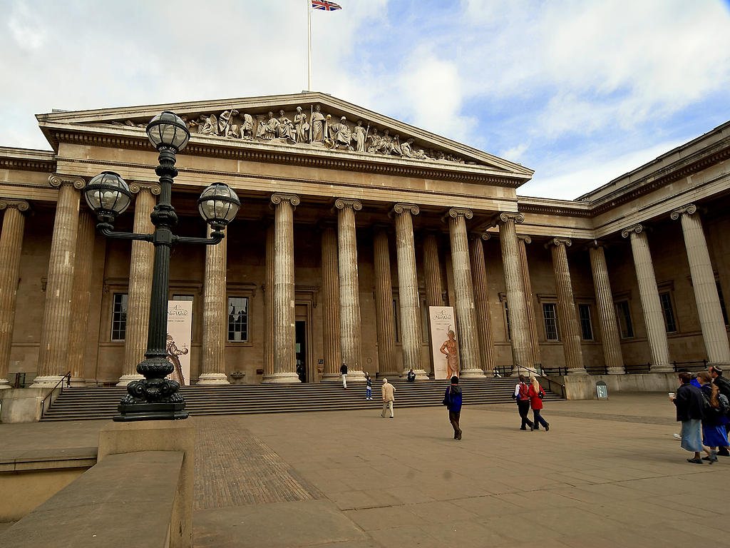 Image from Wikipedia http://upload.wikimedia.org/wikipedia/commons/b/b0/British_museum_entrance.jpg