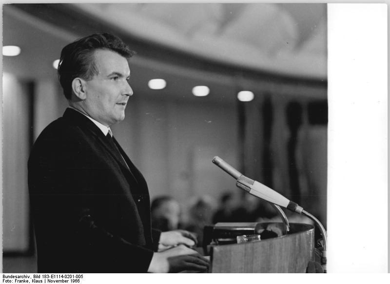 Datei:Bundesarchiv Bild 183 E1114 0201 005, Berlin, 1. DSV