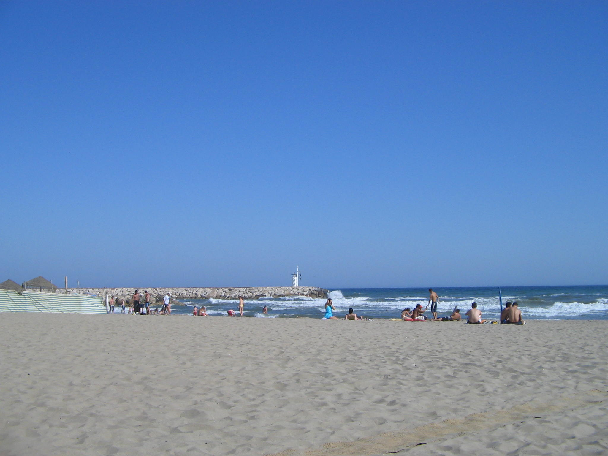 File:Cabopino beach, Costa del Sol, Spain 2005 5.jpg - Wikimedia ...