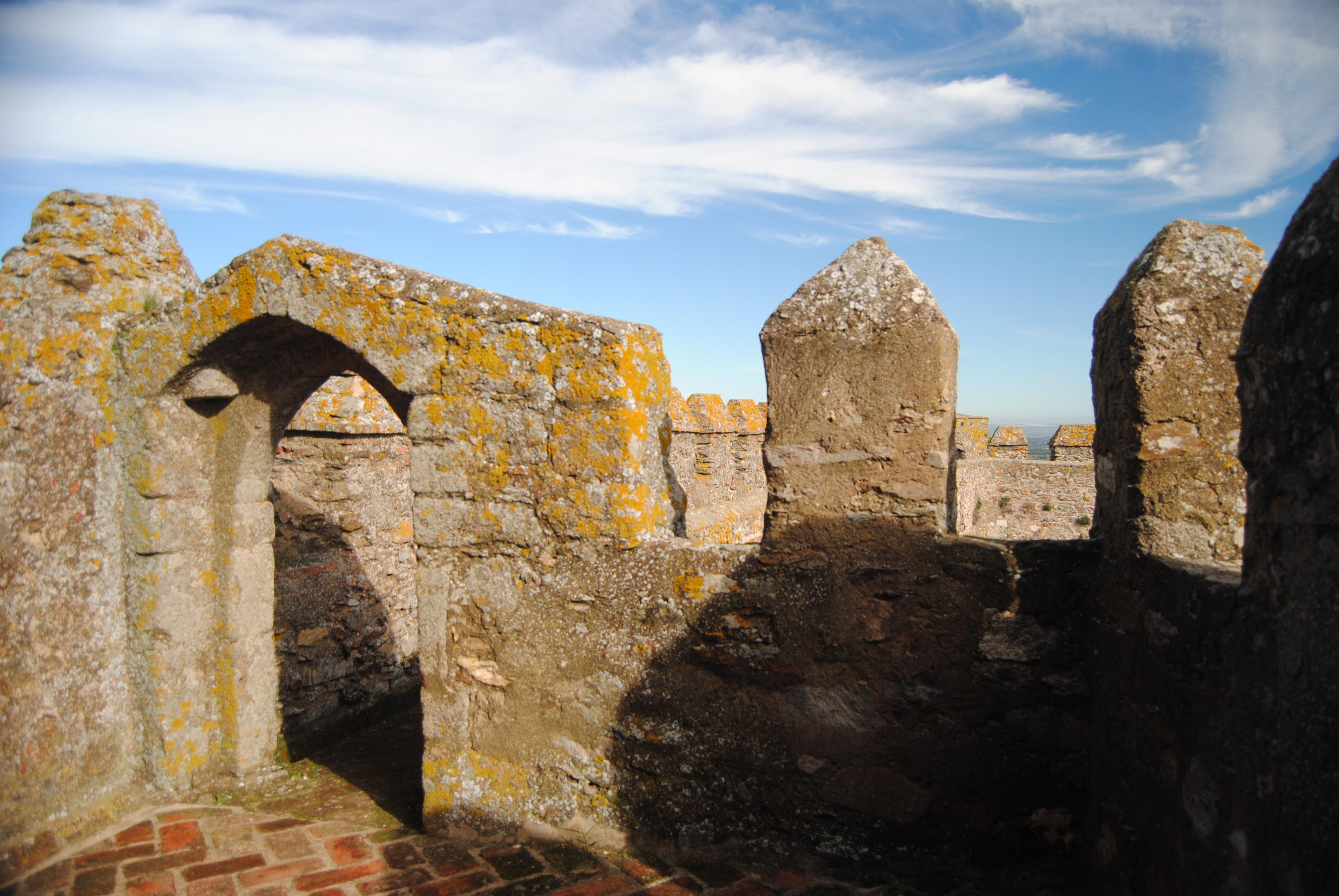 File:Castillo de Segura de León (16055765666).jpg - Wikimedia Commons