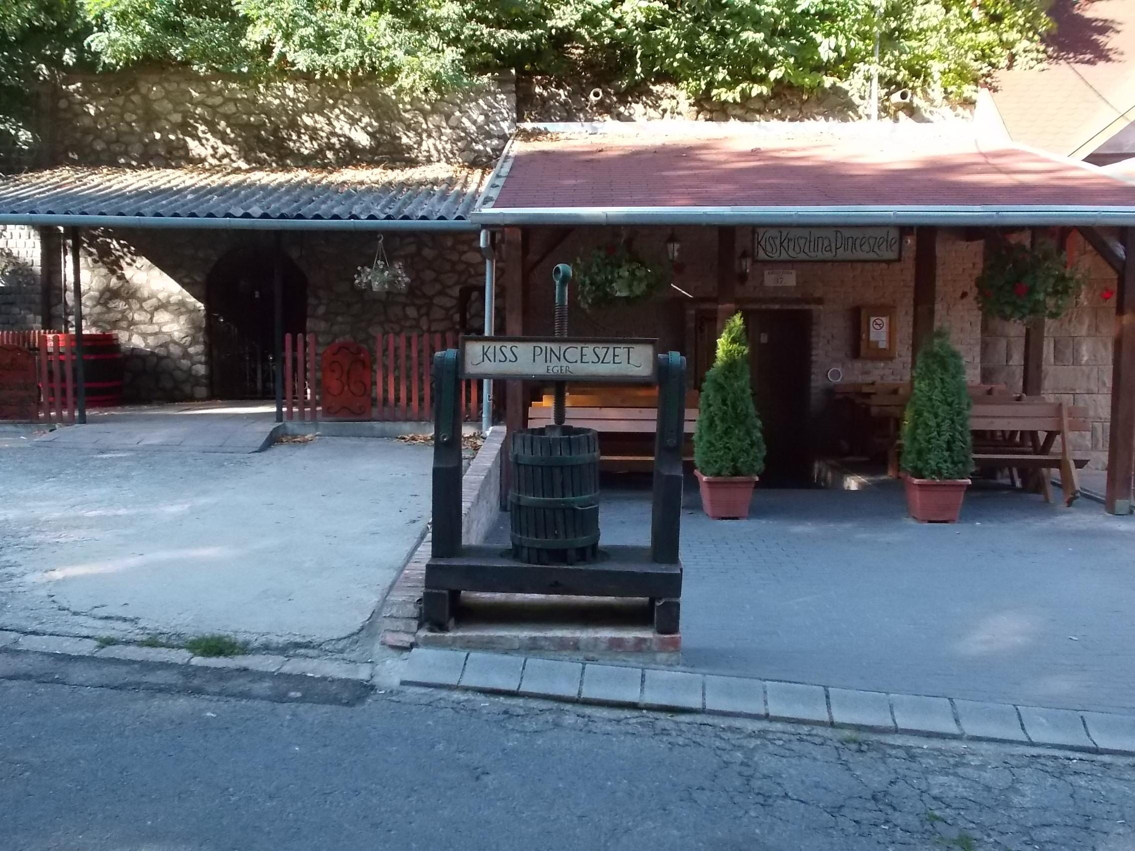 szépasszonyvölgy pincék térkép File:Cellar No. 37 in Szépasszonyvölgy, Eger, 2016 Hungary.