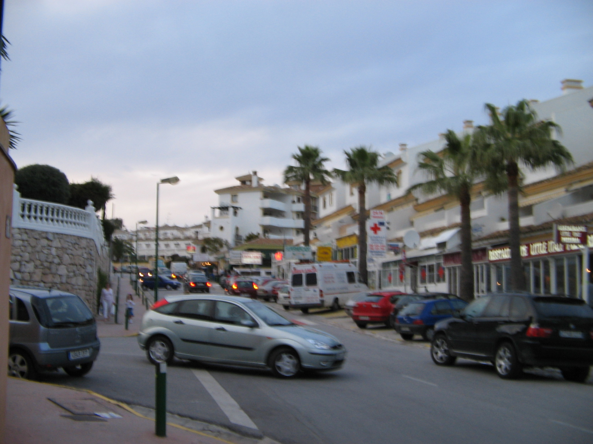 Onda Spain  City pictures : ... :Central street in Calahonda, Spain 2005 22 Wikimedia Commons
