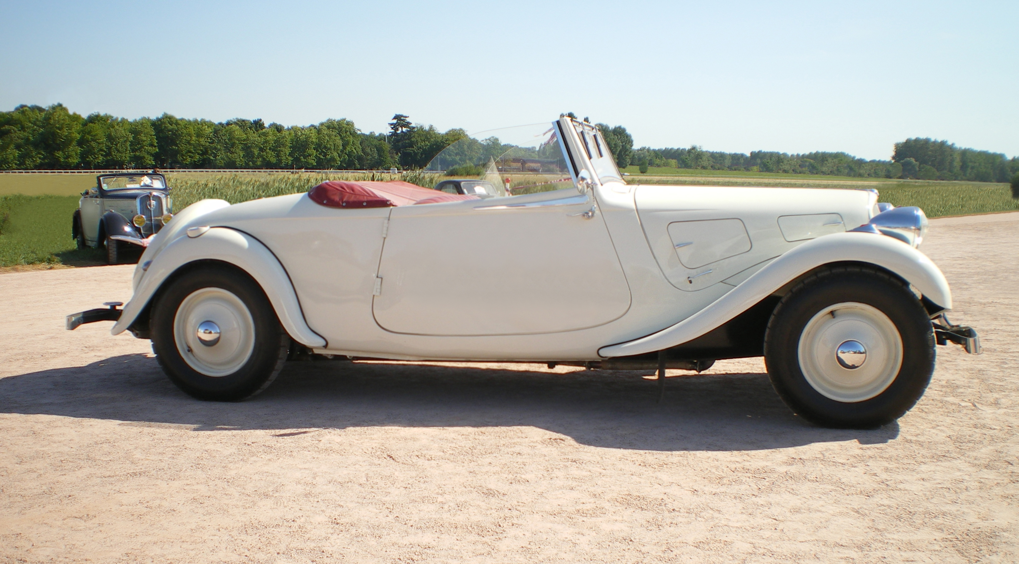 file citroen traction cabriolet blanc wikimedia commons. Black Bedroom Furniture Sets. Home Design Ideas