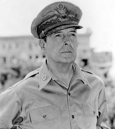 Резултат с изображение за Генерал Дъглас Макартър