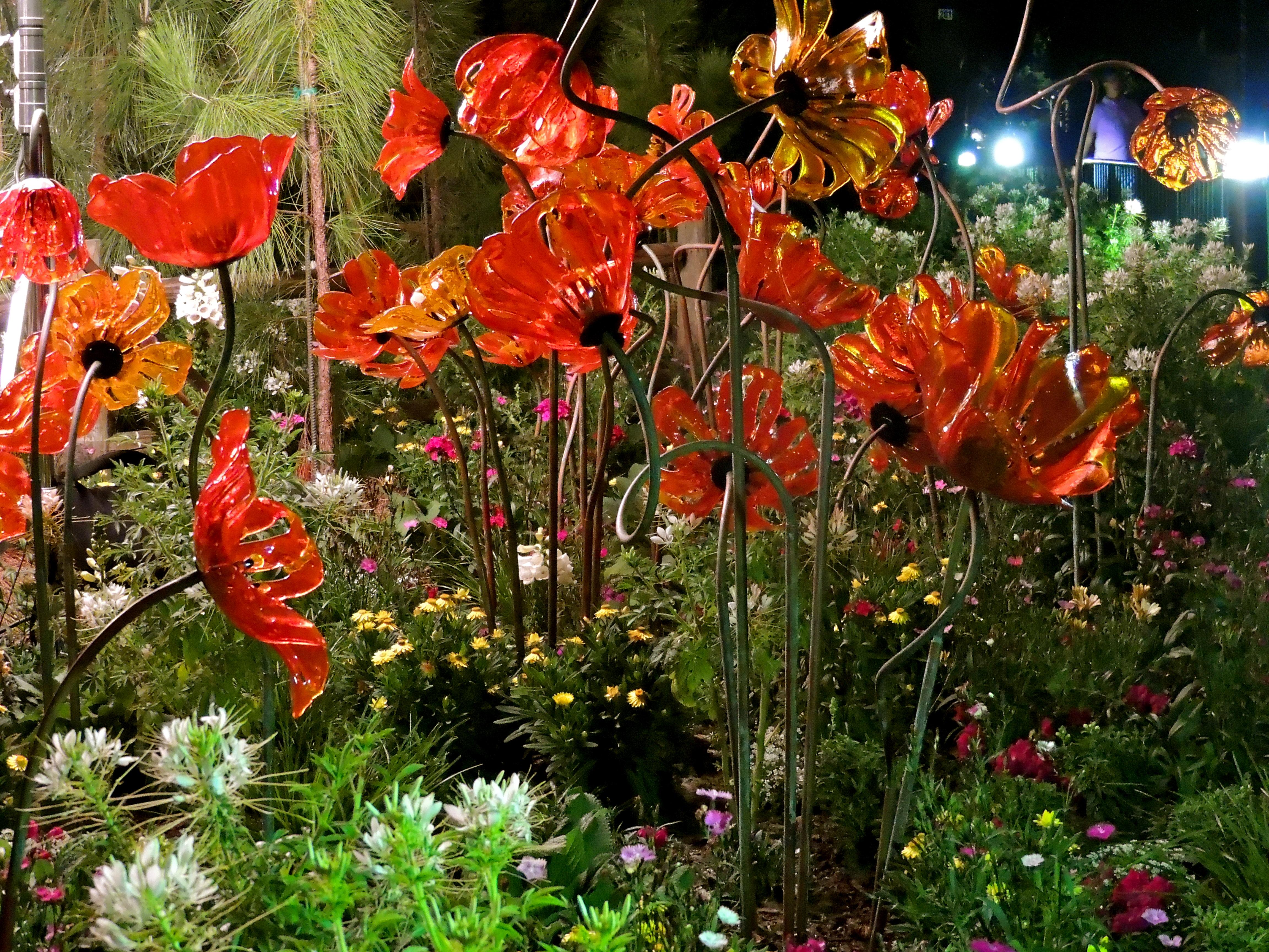 File:Epcot Flower & Garden Festival at night (8552670220).jpg ...