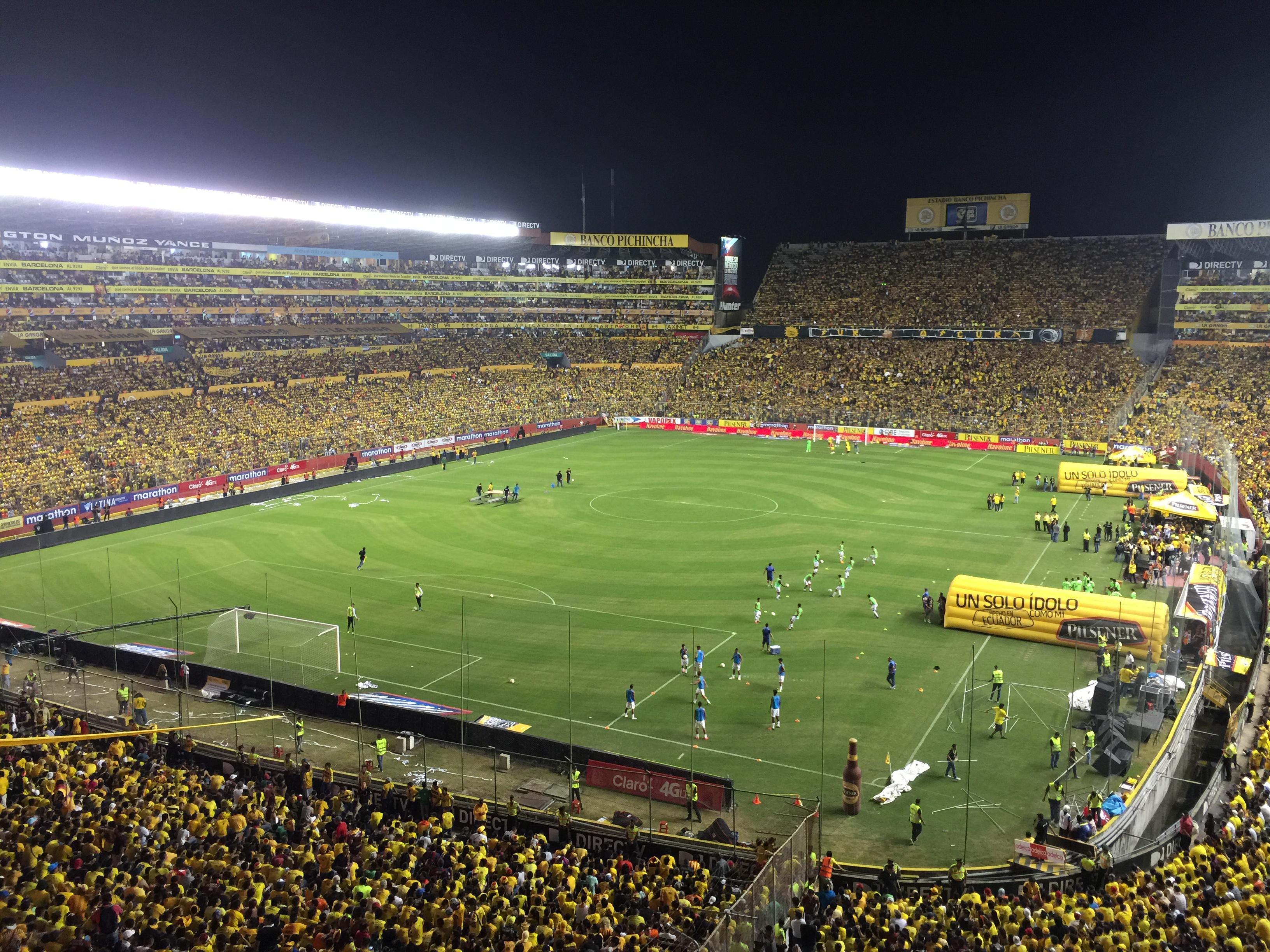 Resultado de imagen para estadio monumental de barcelona