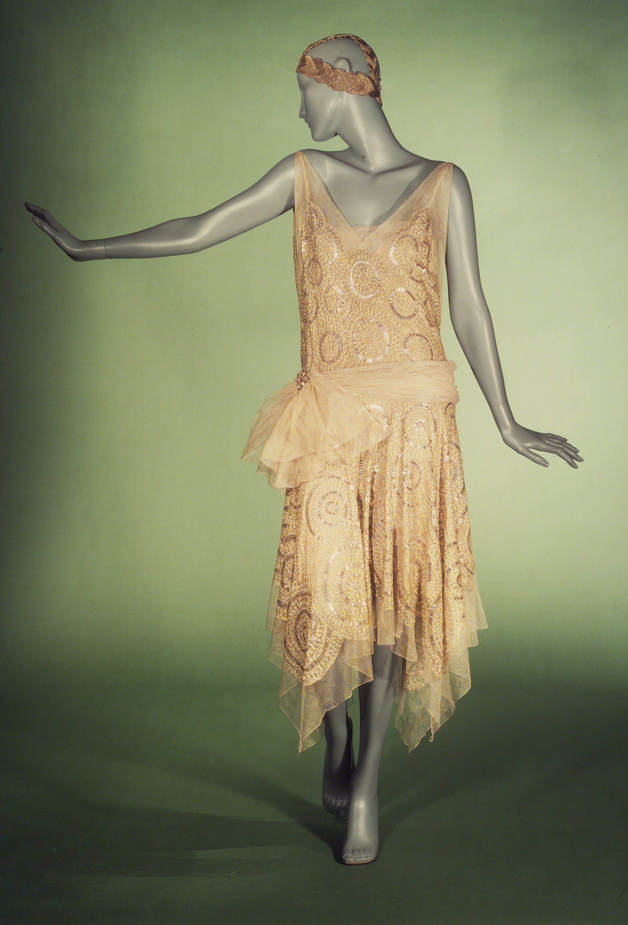 Women S Fashions Of The 1920s Flappers And The Jazz Age Bellatory Fashion And Beauty