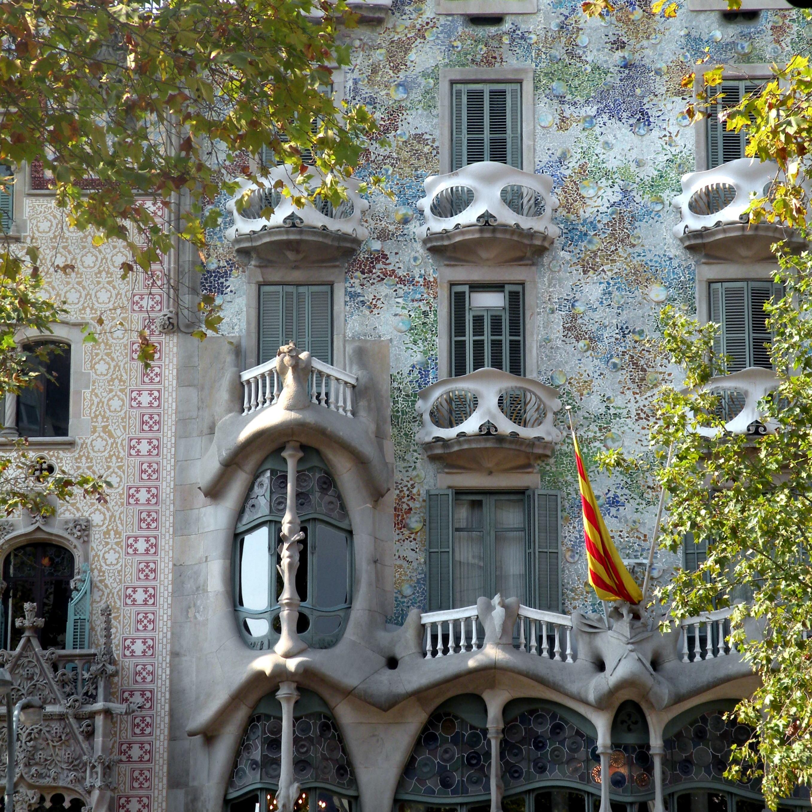File fachada casa batll modernismo barcelona jpg - Casas modernistas barcelona ...