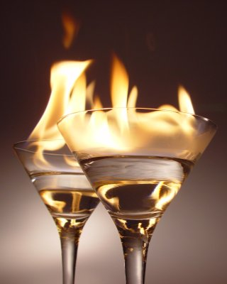 File:Flaming cocktails-(small)-for-Handy-Desktop.jpg