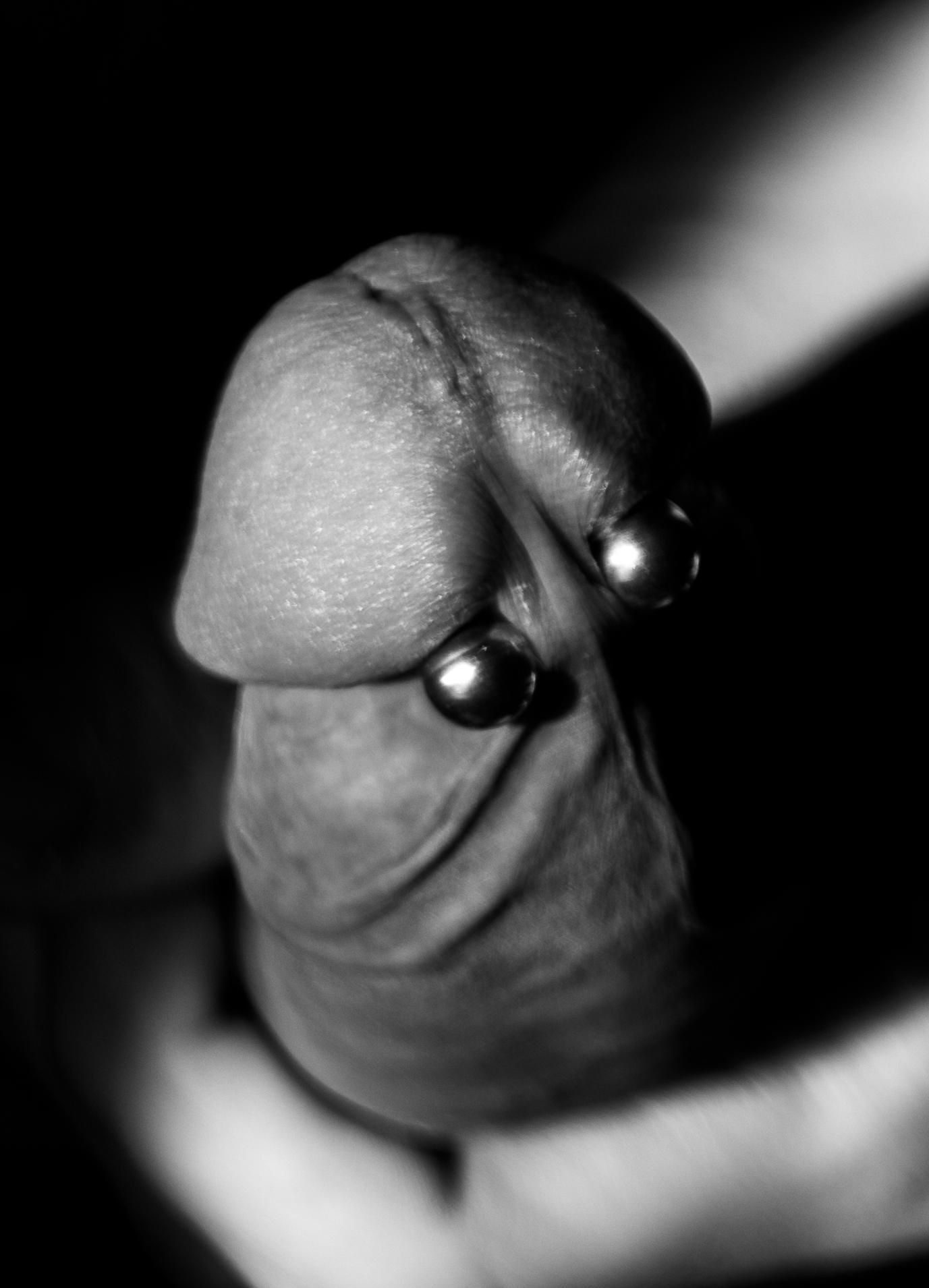 Frenum piercing double Category:Male genital