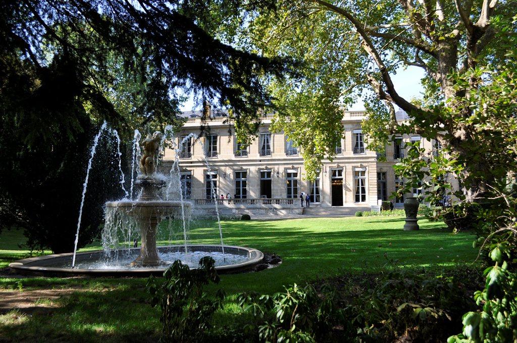 File h tel de roquelaure fa ade sur jardin jpg for Hotel design sur paris