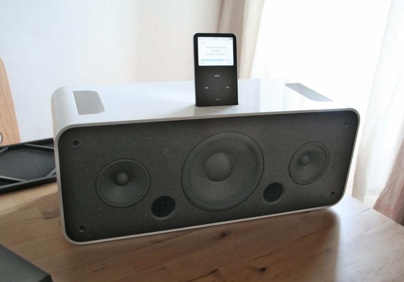 iPod Hi Fi by Teófilo Ruiz Suárez