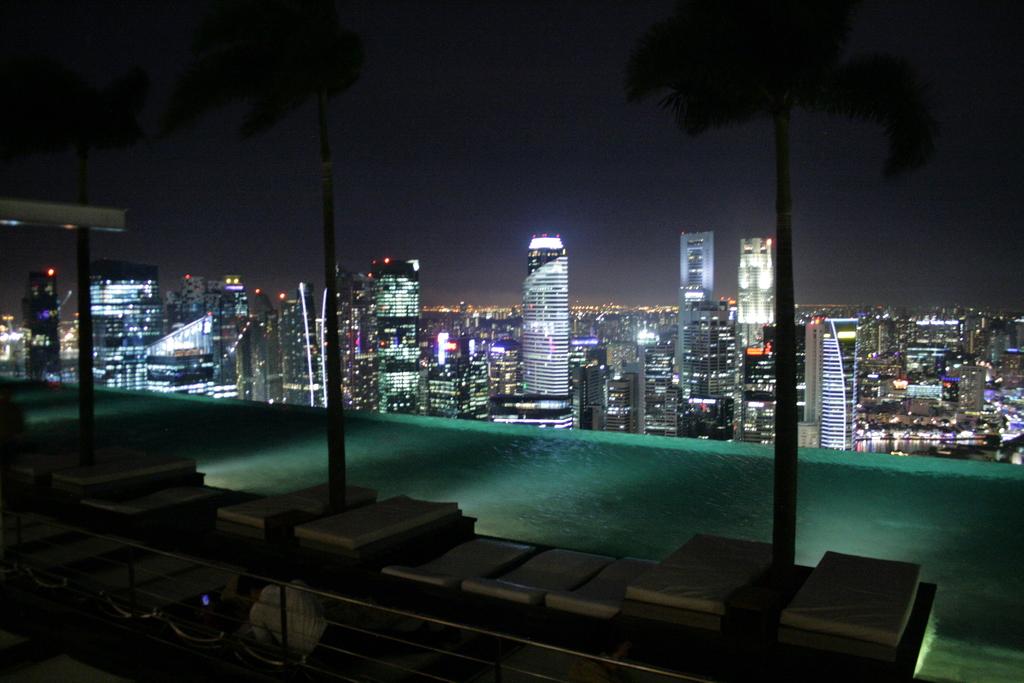 File Infinity Edge Pool At Sands Sky Park Marina Bay