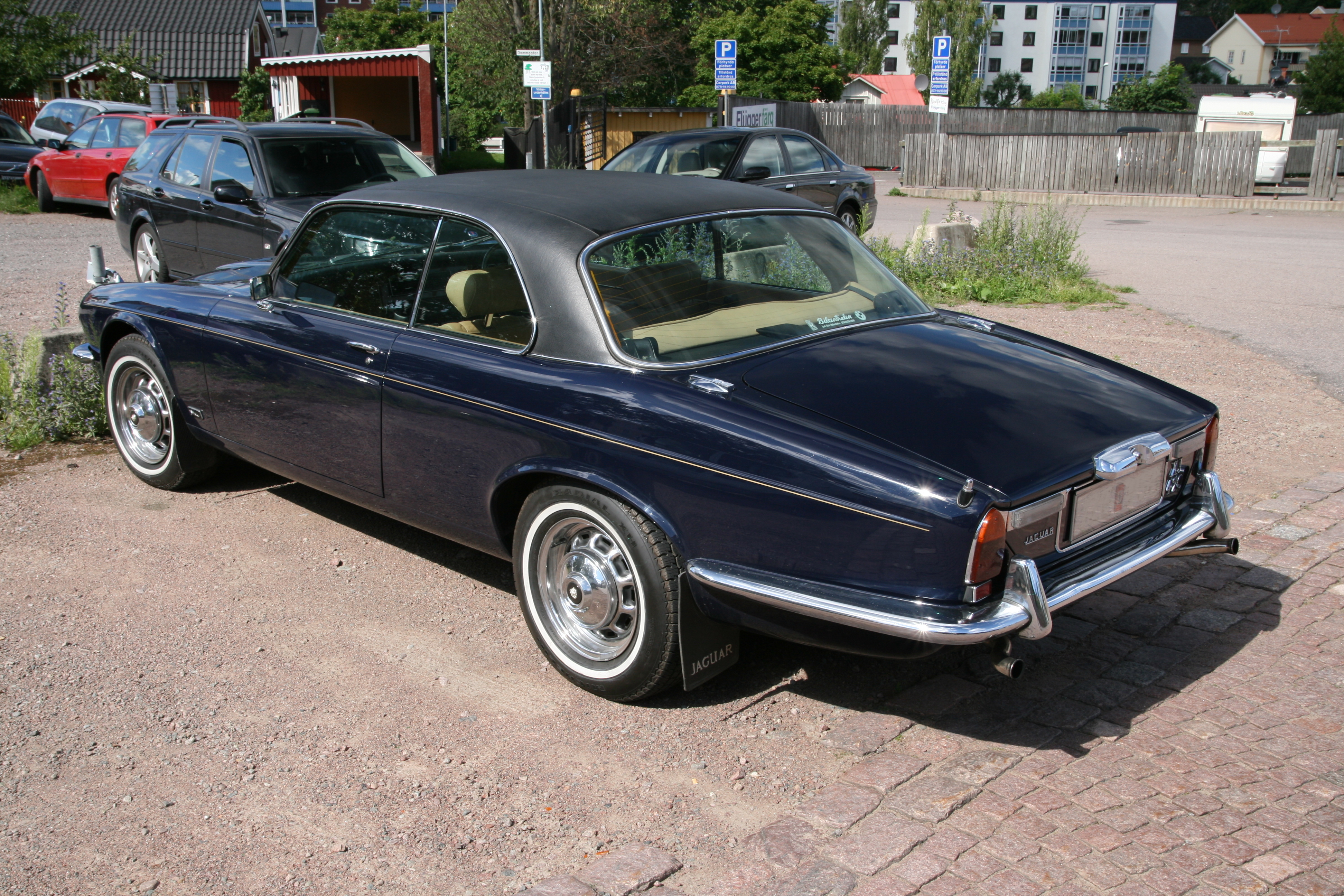 filejaguar xj 42c 1975 rear leftjpg