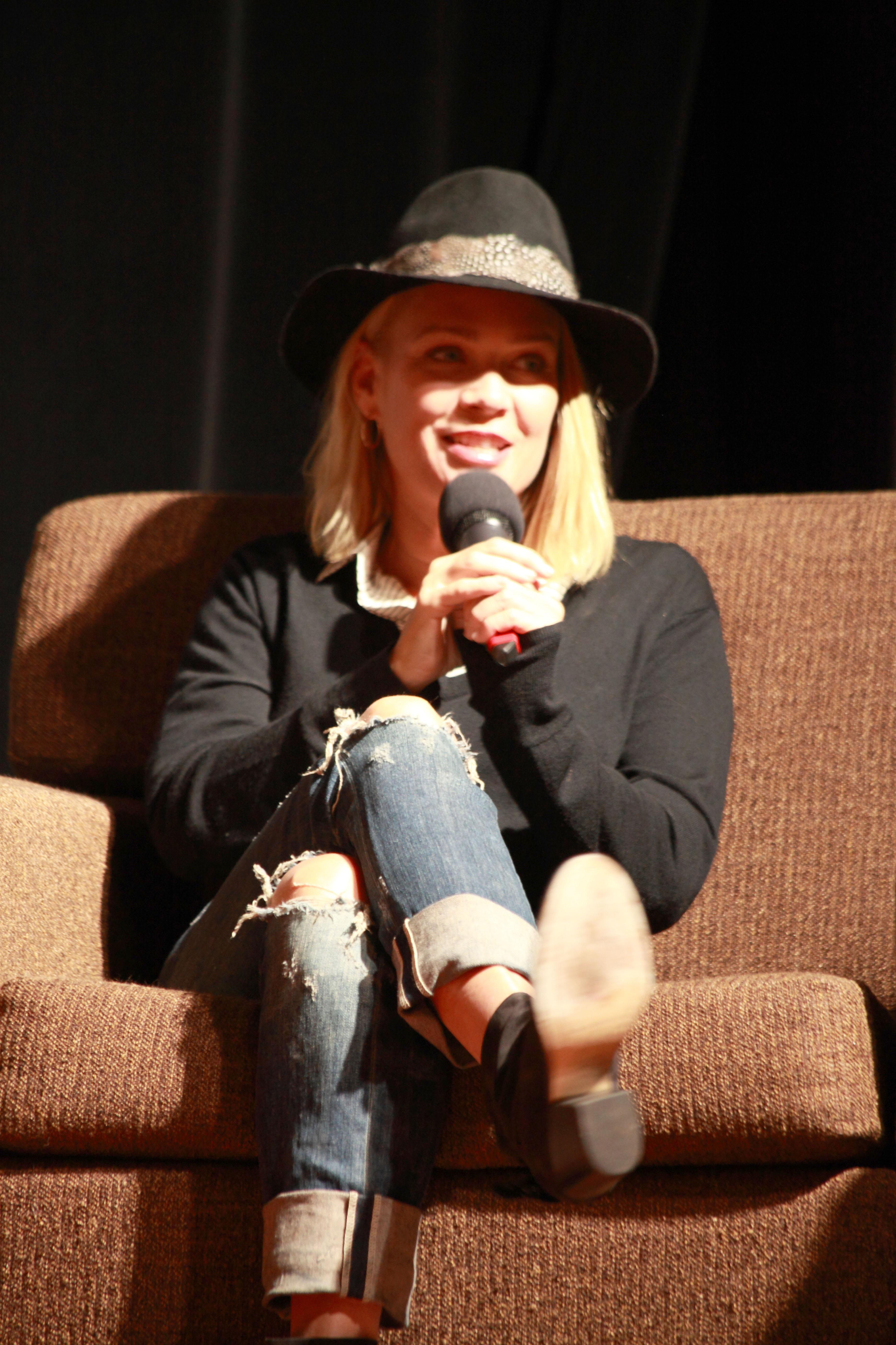 Valerie Perrine photo