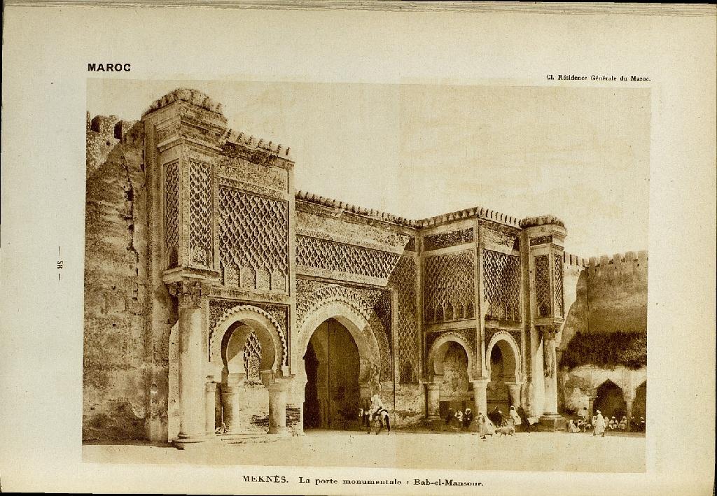Porte monumentale Bab Mansour à Meknès.