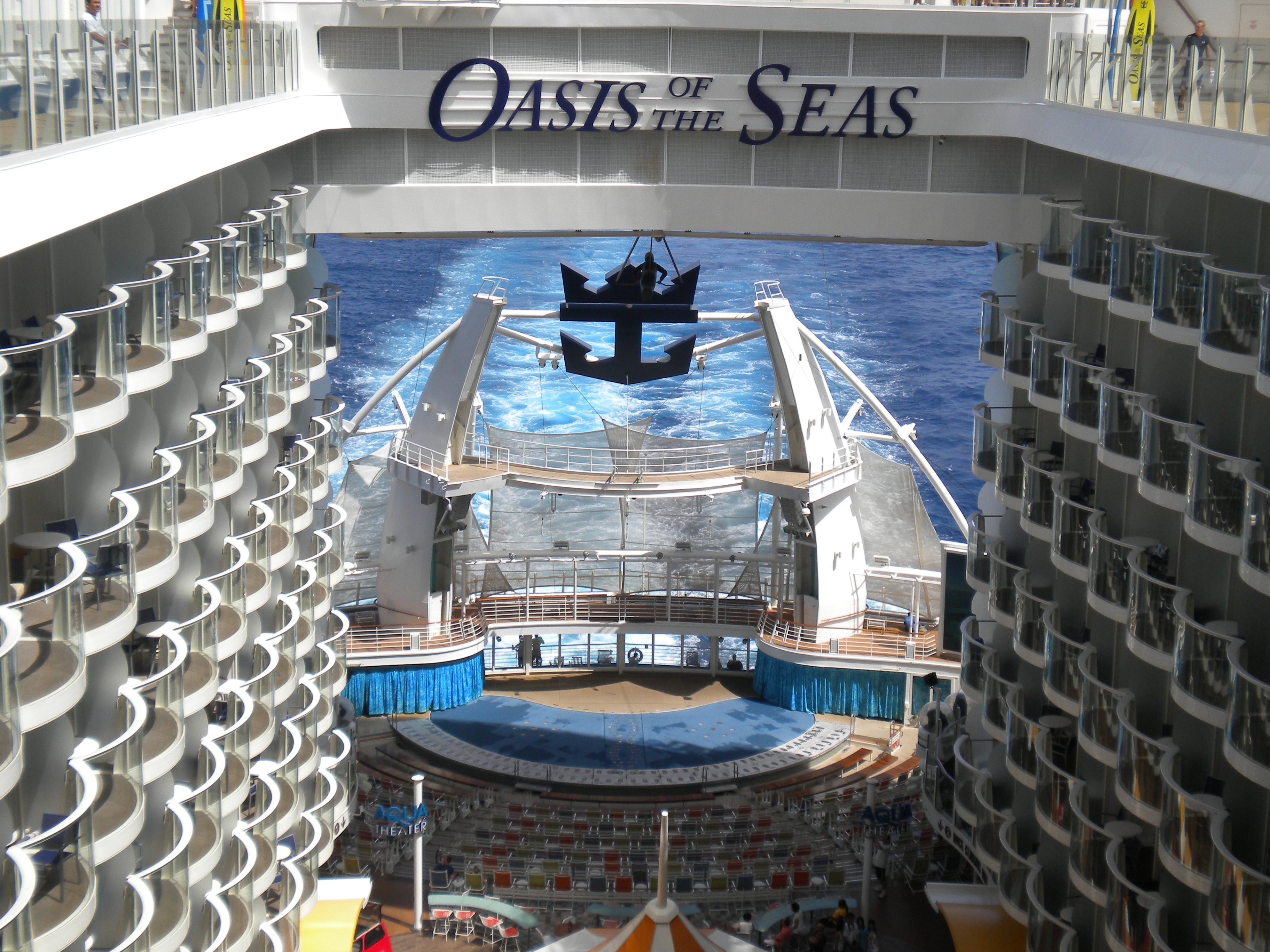 File:MS Oasis of the Seas - Aqua Theater amphitheatre ...