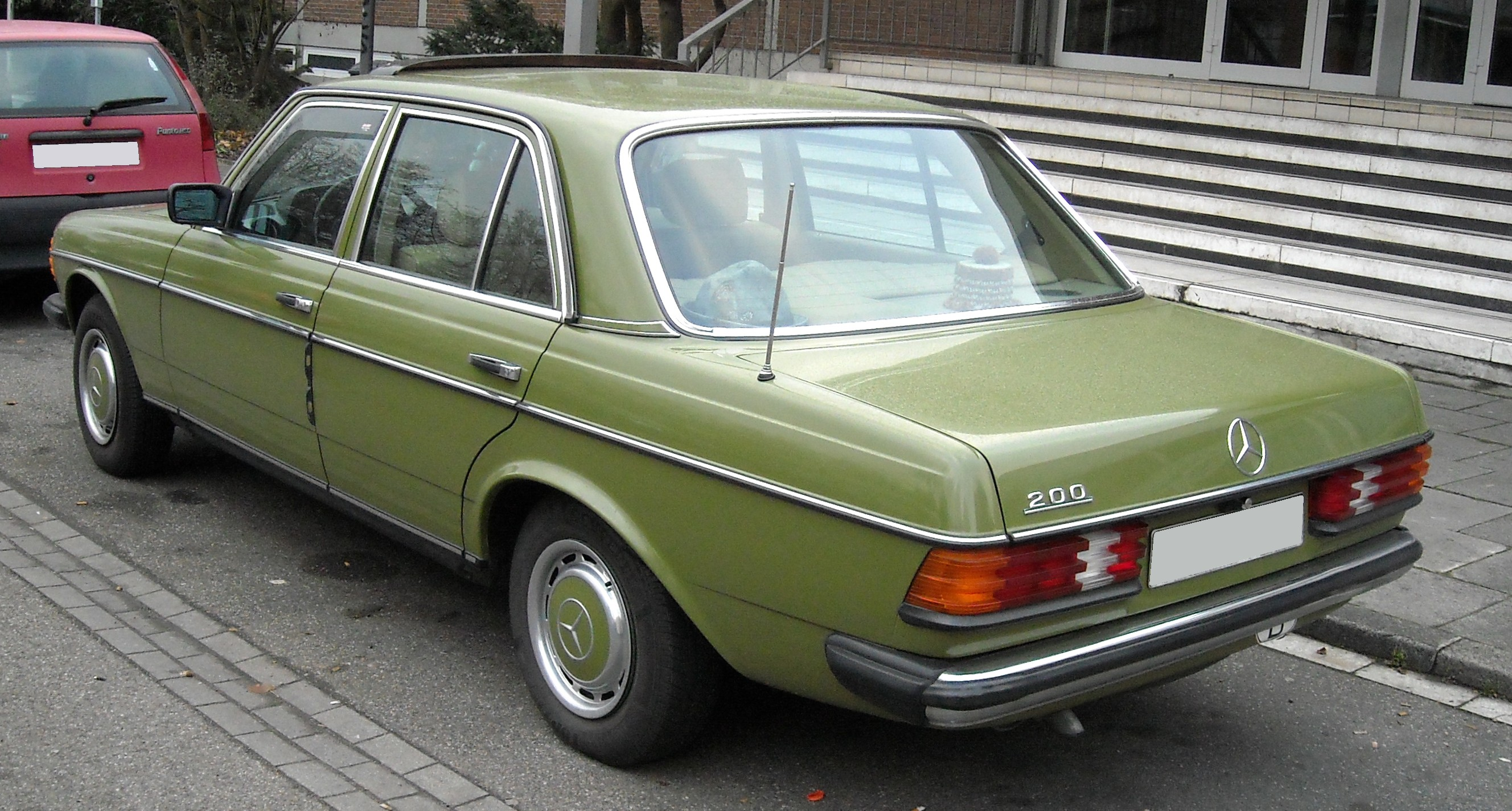 file mercedes benz w123 rear wikimedia commons. Black Bedroom Furniture Sets. Home Design Ideas