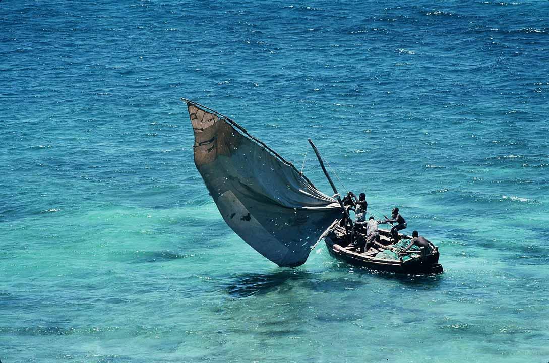 Perahu layar tradisional di Pulau Mozambik
