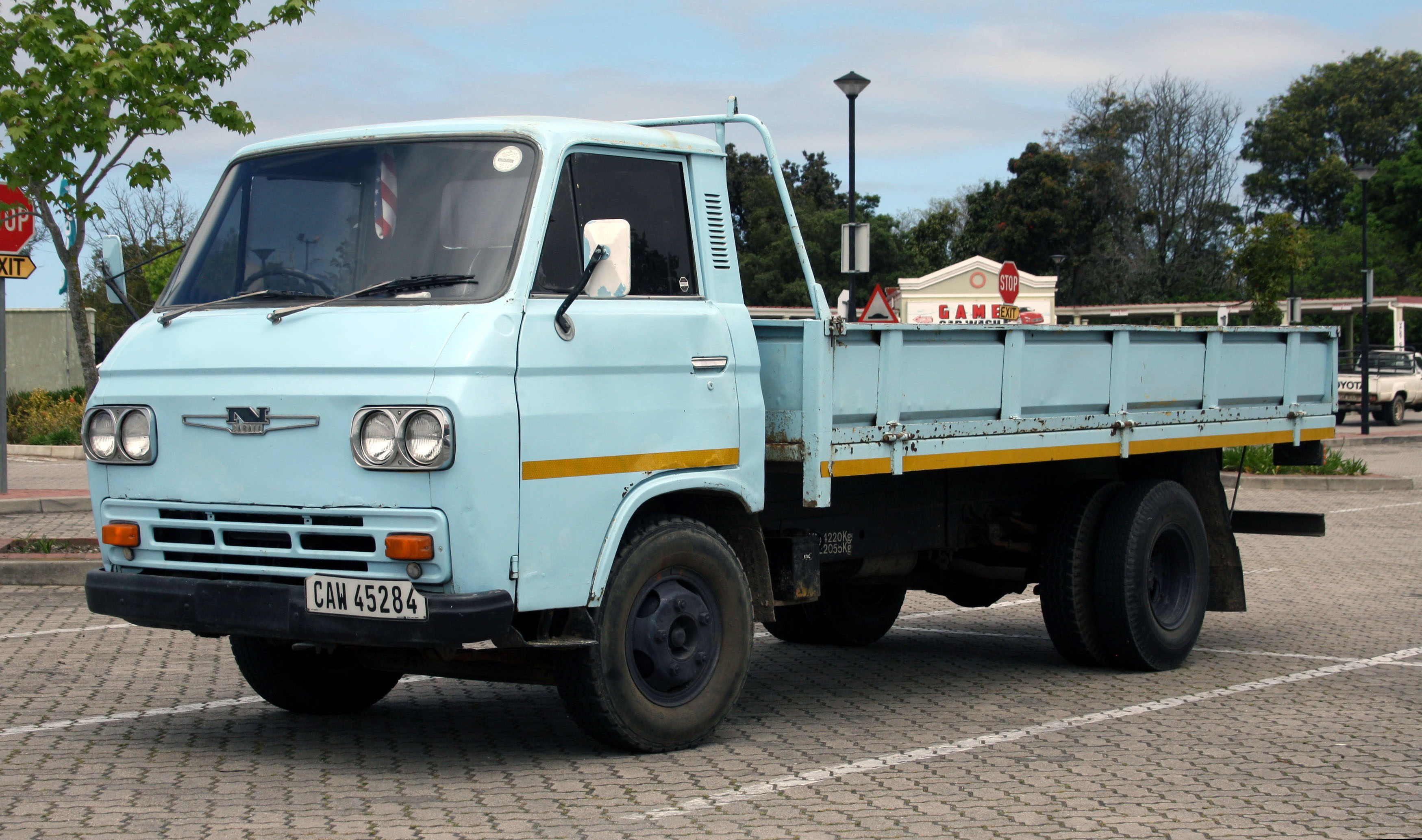 file nissan caball c240  south africa jpg