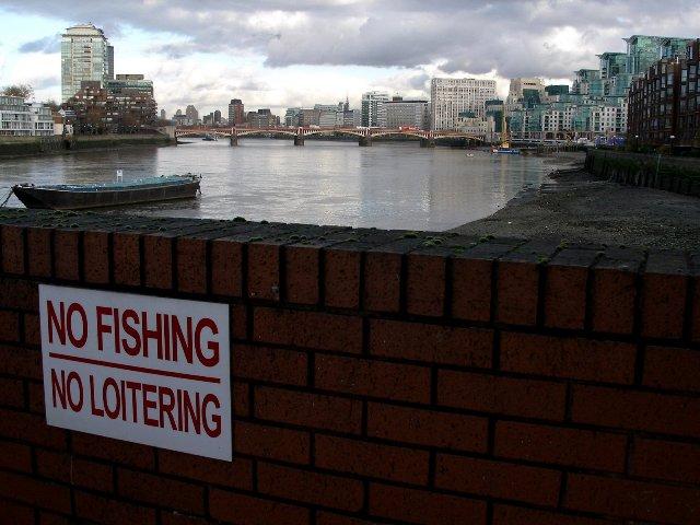 File:No Fishing, No Loitering, only looking downstream towards Vauxhall Bridge - geograph.org.uk - 1588228.jpg