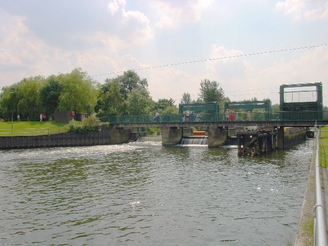 Orton Lock and Mere - geograph.org.uk - 30011