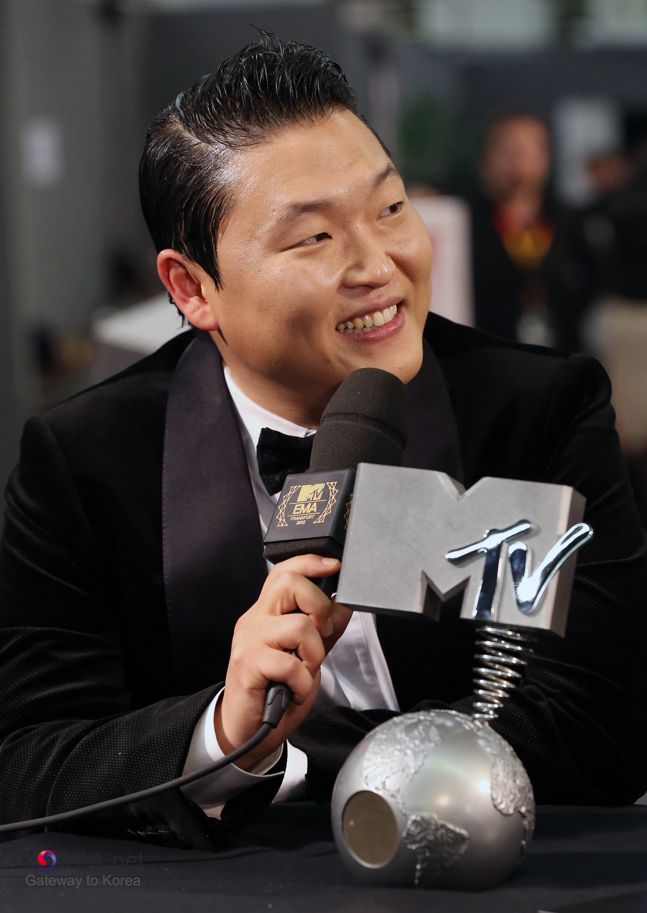 The 40-year old son of father Park Won-ho and mother Kim Young-hee Psy in 2018 photo. Psy earned a  million dollar salary - leaving the net worth at 45 million in 2018