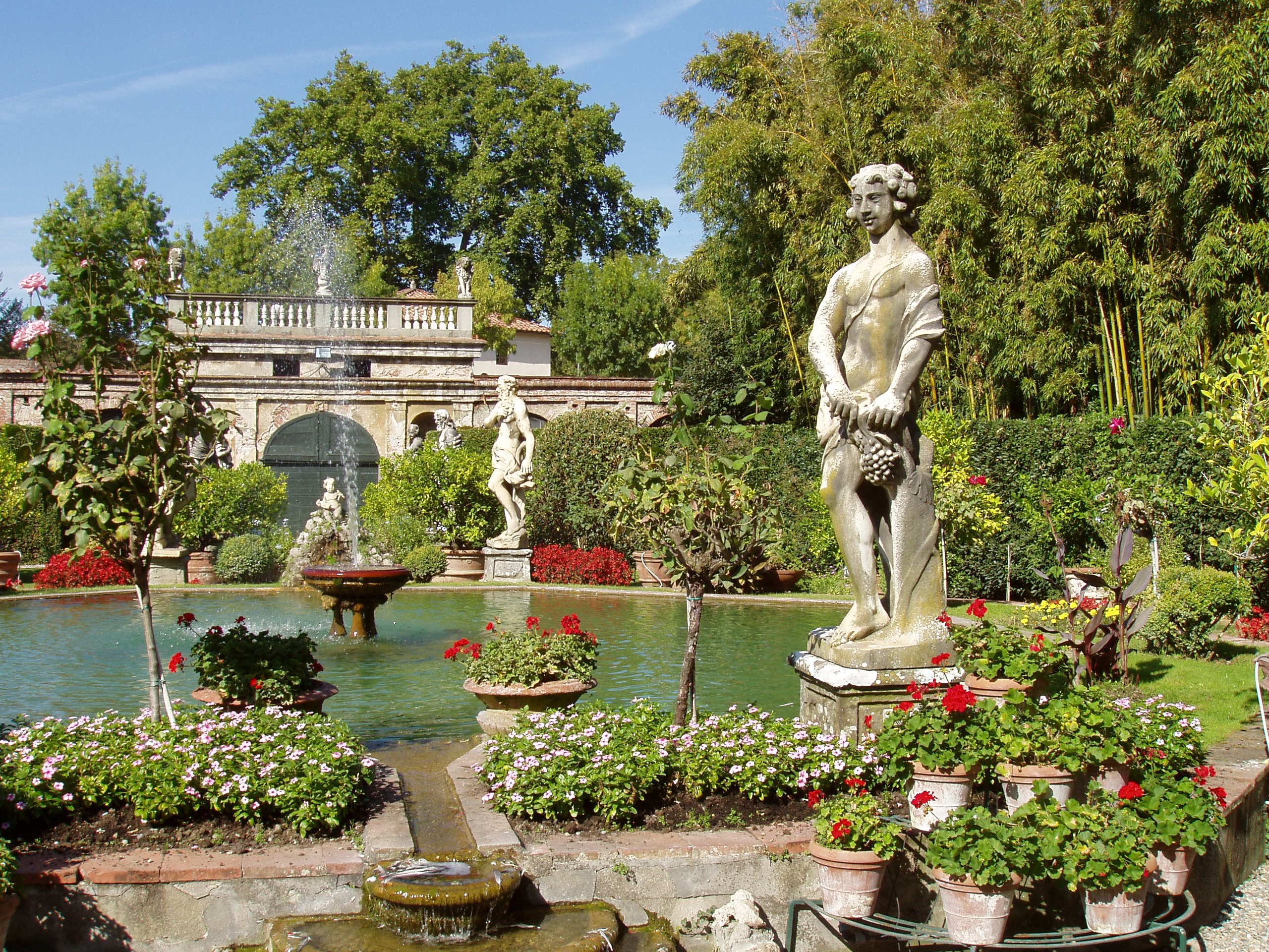 File palazzo pfanner garden jpg wikimedia commons for Jardines boboli