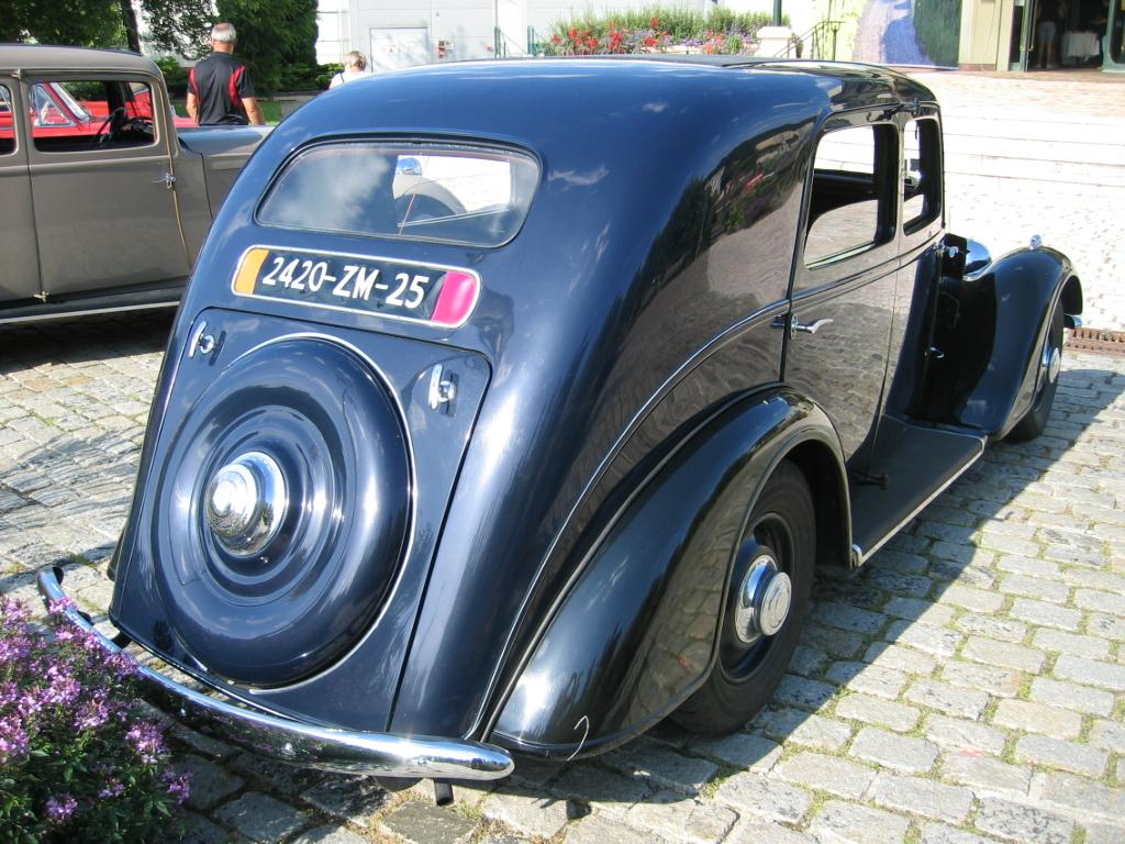 La Celta IV, une avant gardiste de chez Renault Peugeot_401_002