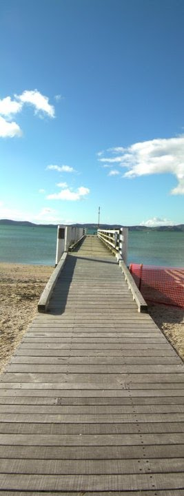English: Pier at Maraetai Beach, in greater Au...