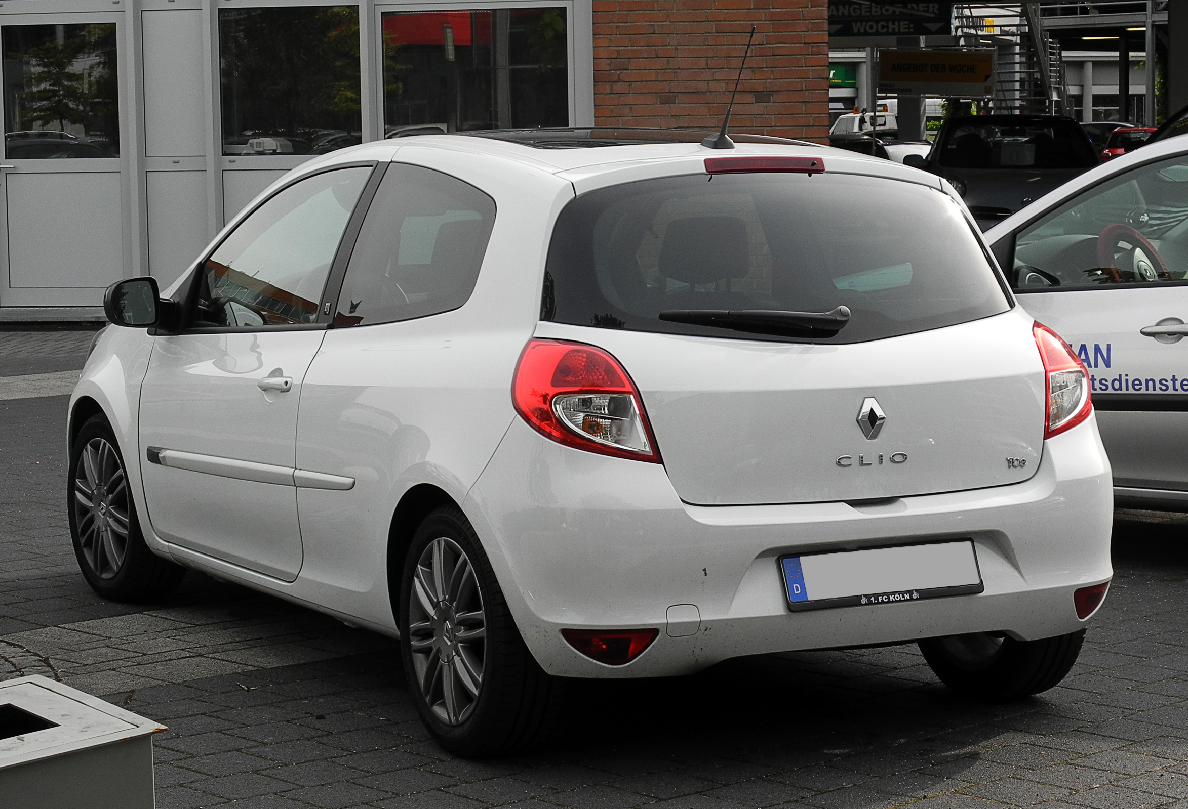 file renault clio 20th iii facelift heckansicht 12 juni 2011 d wikimedia. Black Bedroom Furniture Sets. Home Design Ideas