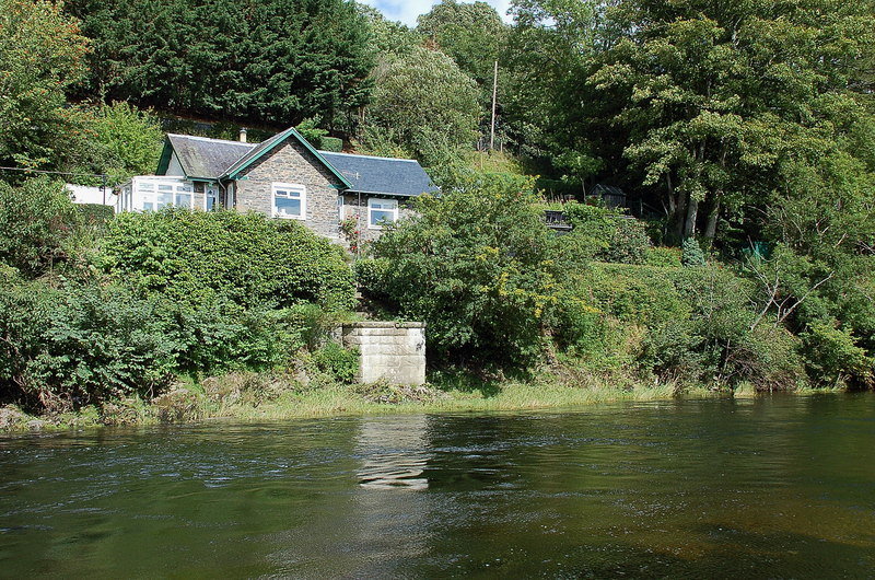 River Tweed and Wire Bridge Cottage, Peebles - geograph.org.uk - 2563936