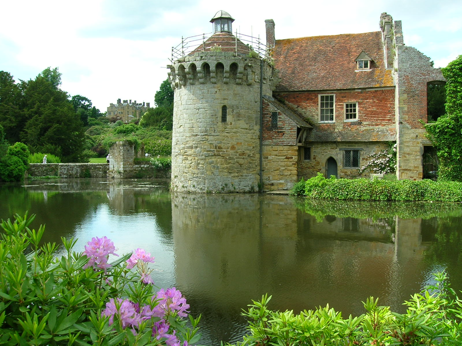 File Scotney Castle on ruins of castles
