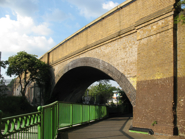 Skew arch railway bridge, Catford - geograph.org.uk - 841140