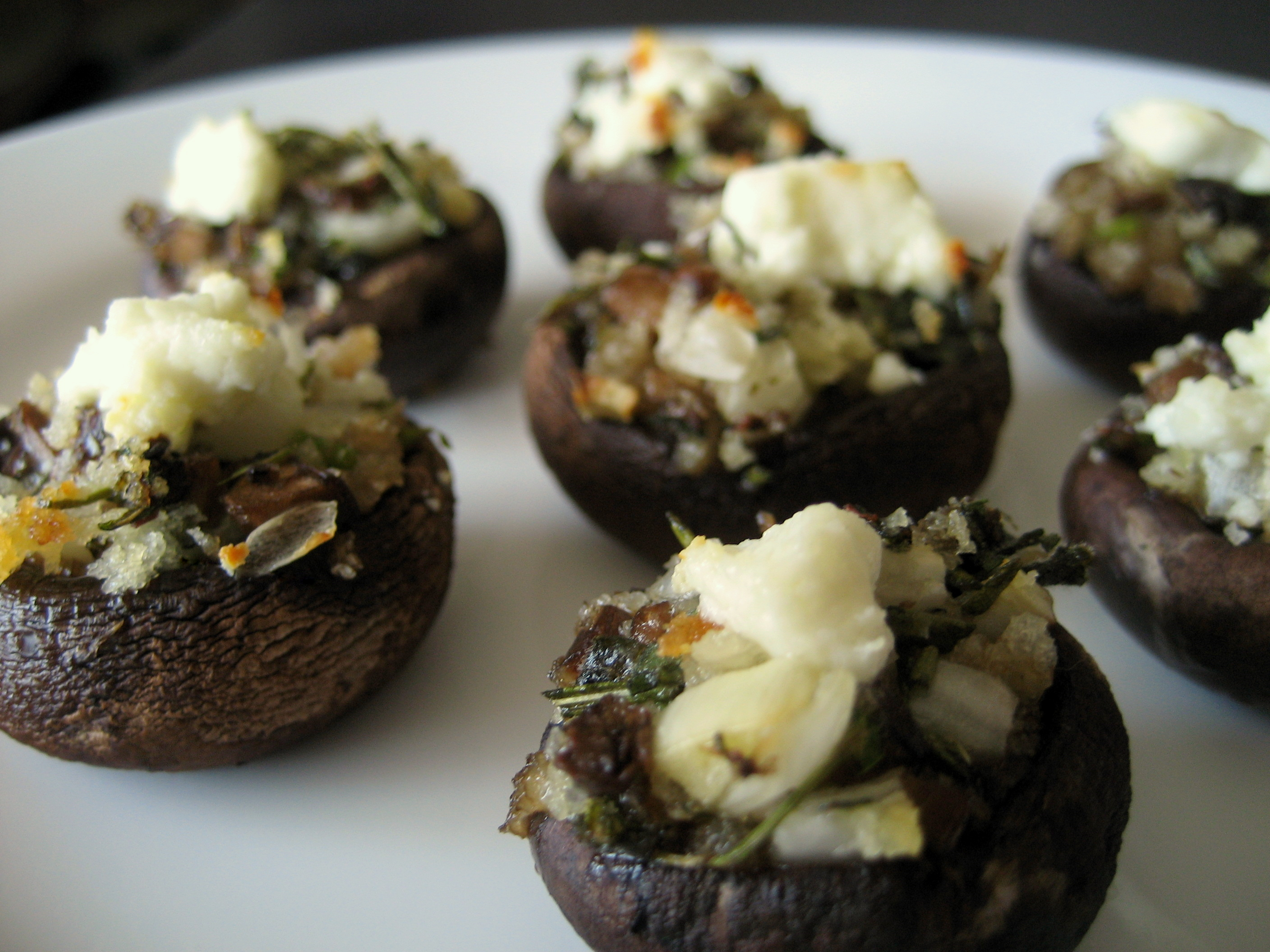 File:Stuffed mushrooms with herbs and goat cheese, June 2009.jpg ...