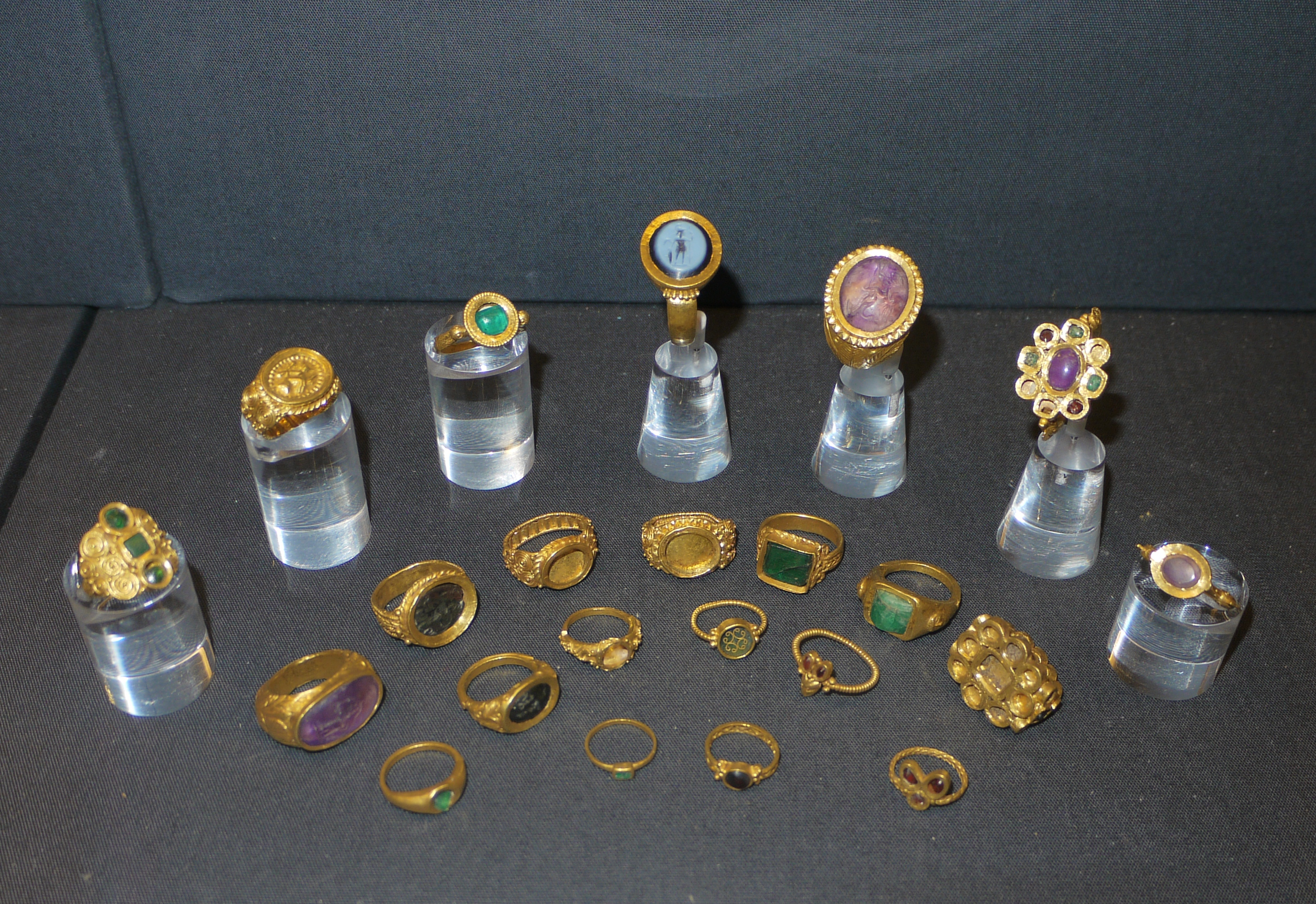 Ancient Roman Rings thetford hoard - wikipedia