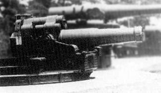 30 cm Type 7 short (foreground) and long-barreled howitzers positioned to smash Soviet strongpoints Type 7 30-cm-howitzer short.jpg