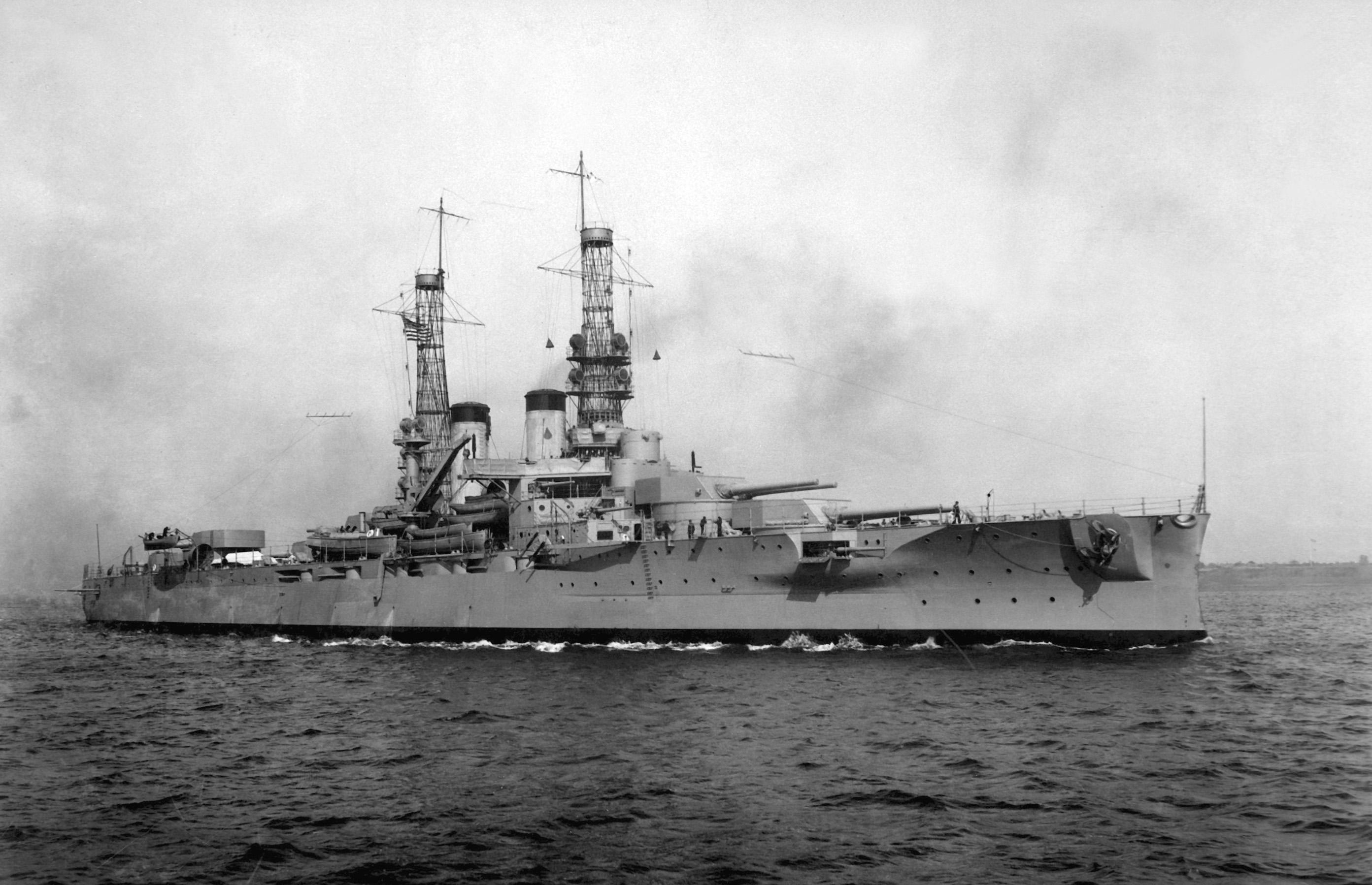 USS_Arkansas_%28BB-33%29_1918.jpg