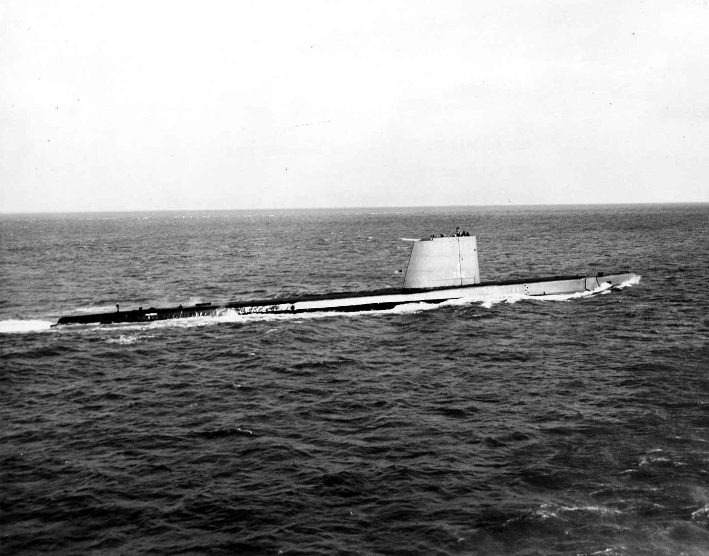 Halfbeak (SS-352), underway, 1967.