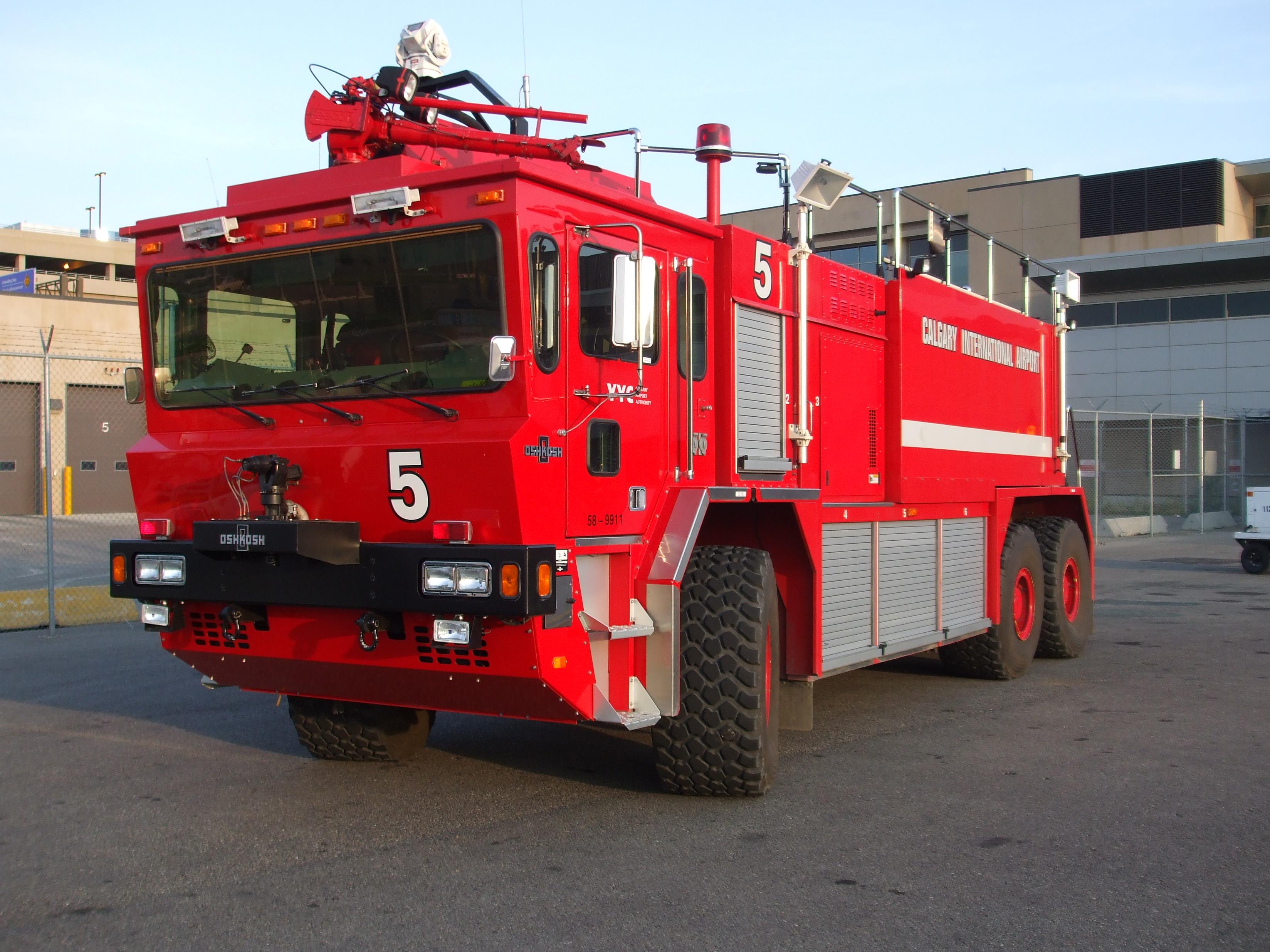 YYC_Crash_Rescue_Truck_(3850173672).jpg