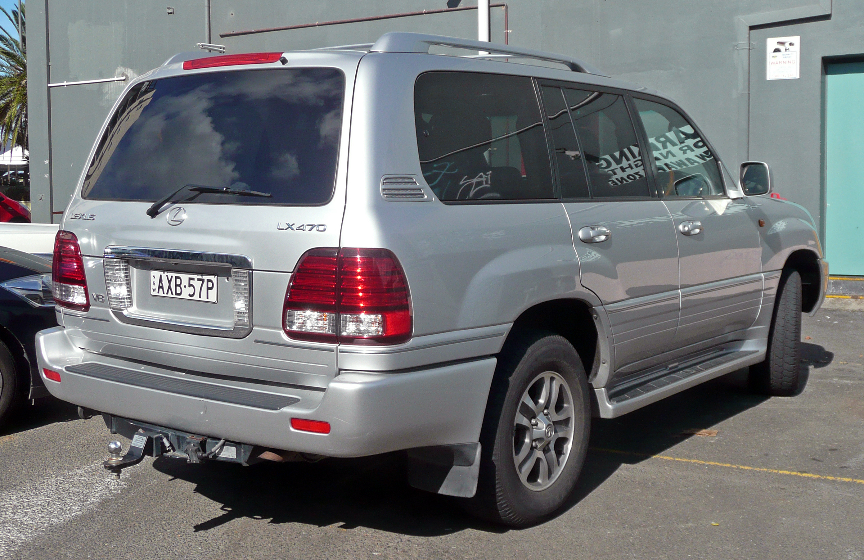 File:2005 Lexus LX 470 (UZJ100R MY06) wagon (2010-06-