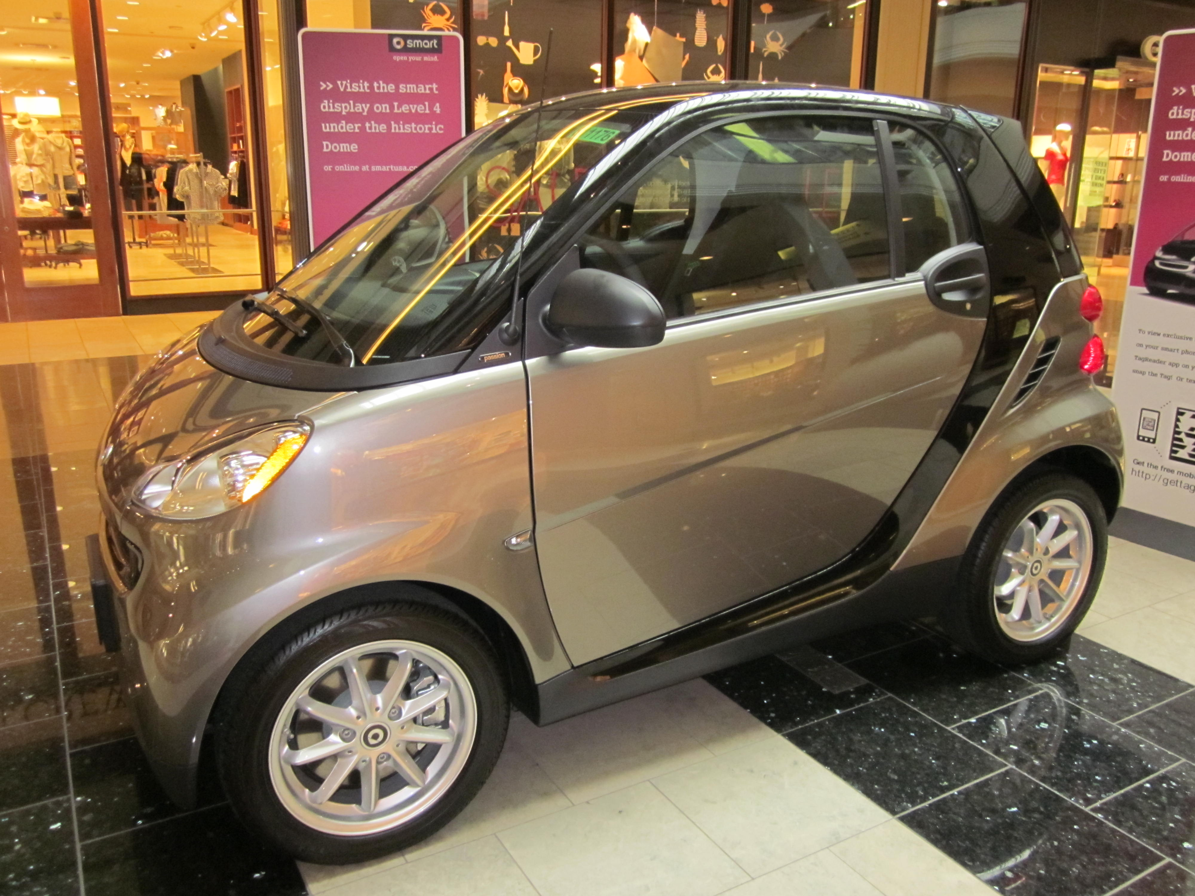 file 2010 gray smart fortwo passion coupe side jpg. Black Bedroom Furniture Sets. Home Design Ideas