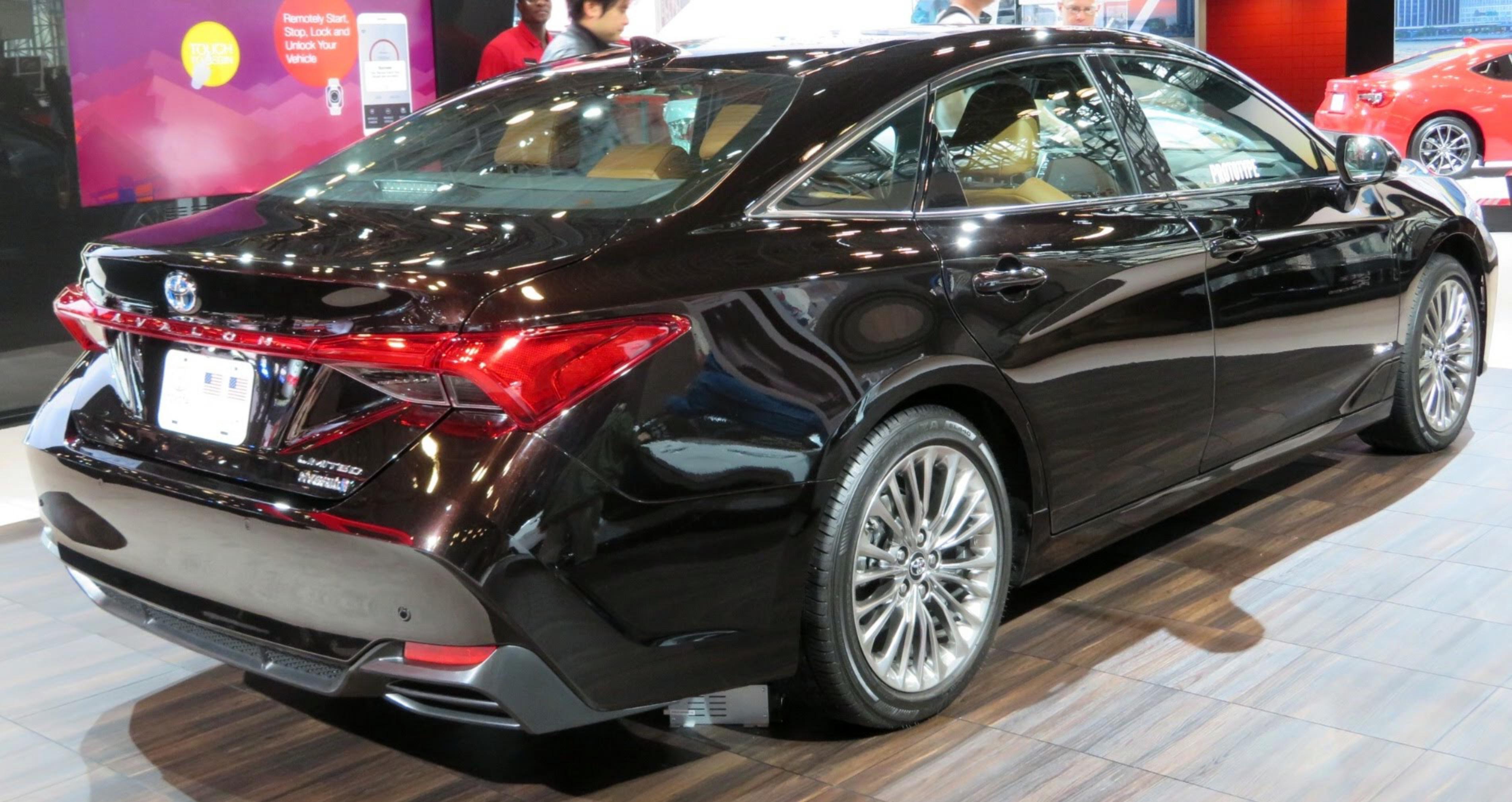 Datei 2019 Toyota Avalon Hybrid Limited Rear 4 2 18 Jpg Wikipedia