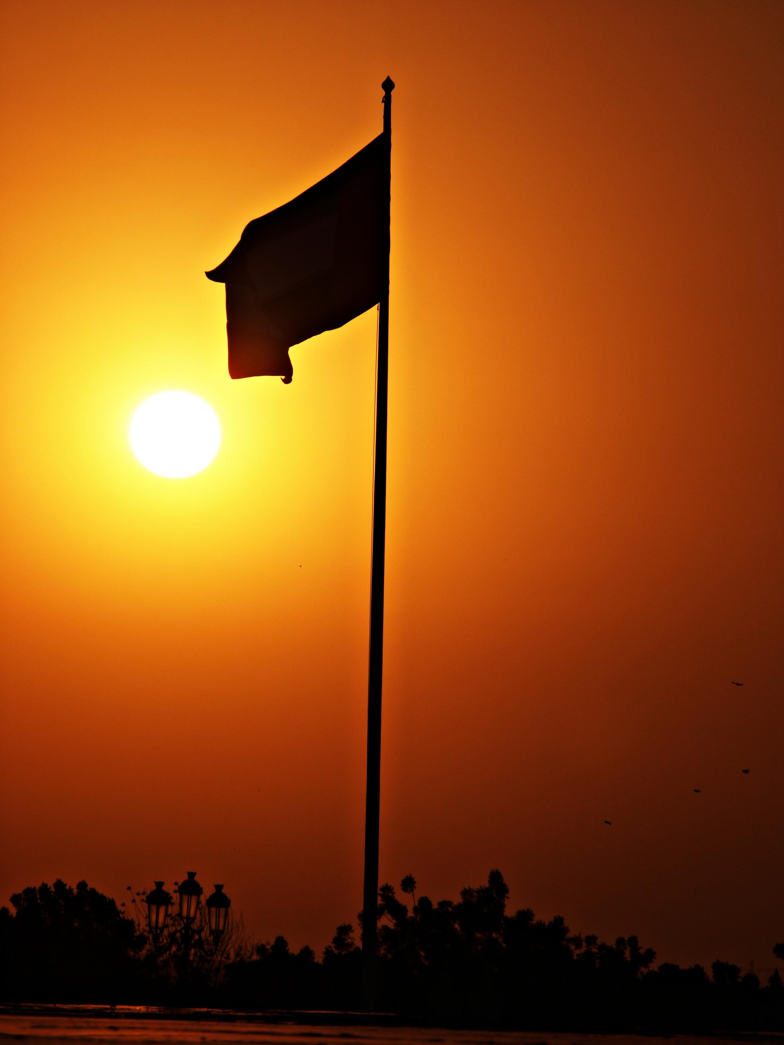 File aus flag at sunset jpg wikimedia commons